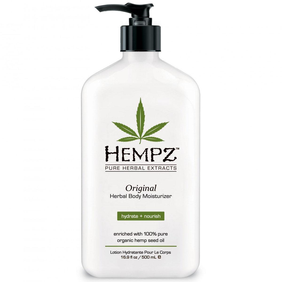 Hempz Молочко для тела увлажняющее Оригинальное Original Herbal Moisturizer 500 млFS-00897Фрмула на основе масла и экстракта семян конопли, масла дерева ши и экстракта корня женьшеня повышает тонус кожи, успокаивает и смягчает. Витамины А, С и Е нейтрализуют агрессивное воздействие окружающей среды, а так же способствуют разглаживанию мелких морщин, защищают кожу от разрушительного действия свободных радикалов. Аромат: Свежий цветочный и Банан