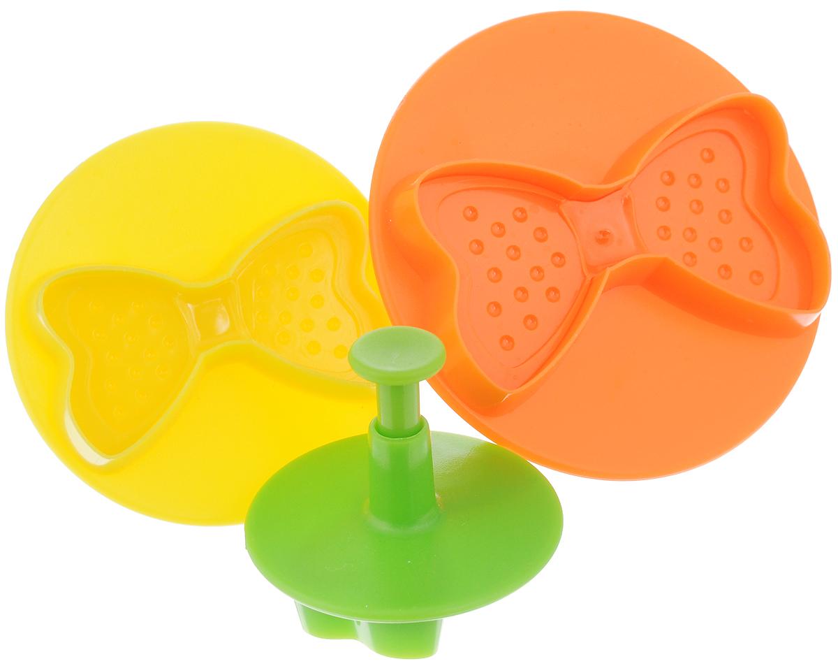 Пресс-форма для печенья Mayer & Boch, 3 шт54 009303Оригинальная пресс-форма для печенья Mayer & Boch, выполненная из высококачественного пластика, оснащена поршнем. Изделие предназначено для вырезания заготовок из мастики и марципана. Пресс-форма Mayer & Boch проста и удобна в использовании. Она станет незаменимым аксессуаром на вашей кухне. Комплектация: 3 шт. Диаметр малой формы: 5,3 см; размер заготовки (ДхШ): 4 х 2,3 см. Диаметр средний формы: 7 см; размер заготовки (ДхШ): 5,5 х 3,2 см. Диаметр большой формы: 8,5 см; размер заготовки (ДхШ): 7 х 4 см.