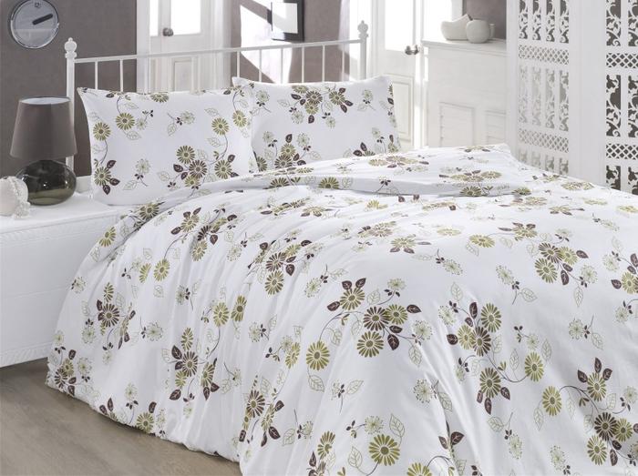 Комплект постельного белья Brielle Ranforce, 1,5-спальный, наволочки 50x70 см. 1108-84901CA-3505Комплект постельного белья включает в себя три предмета: один пододеяльник, одну простыню, одну наволочку, изготовленные из ранфонса. Постельное белье Brielle Ranforce отличается высокой гигроскопичностью и воздухопроницаемостью. Благодаря гипоаллергенным свойствам, постельное белье Brielle Ranforce подходит даже маленьким детям. Кроме того, существенным преимуществом данной ткани является ее неспособность к накоплению статического электричества. При создании коллекции были использованы оригинальные краски, не блекнущие с годами, сохраняющие яркость и четкость рисунка.Размер пододеяльника: 160 x 220 см.Размер простыни: 160 x 240 см.Размер наволочки: 50 x 70 см.
