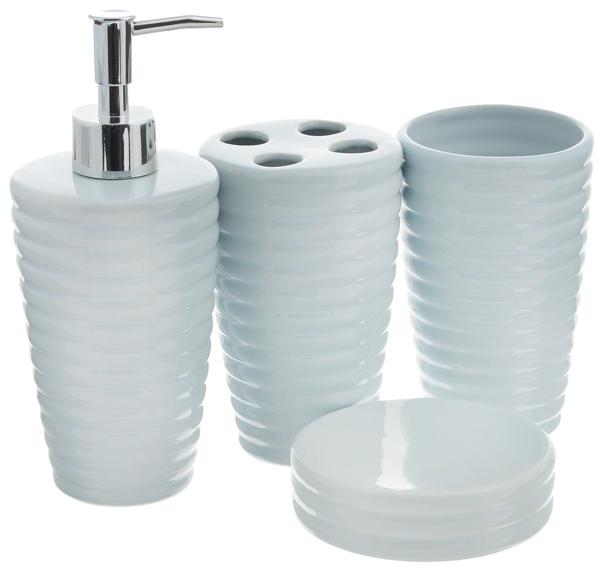 Набор для ванной комнаты Aqua Line Мята, 4 предмета97678Набор для ванной комнаты Aqua Line Мята включает стакан, подставку для зубных щеток, мыльницу и диспенсер для жидкого мыла с пластиковым дозатором. Набор выполнен из прочного фарфора высокого качества и декорирован красивым рельефом.Все элементы выдержаны в одном стиле, что позволяет создать в ванной комнате стильный и оригинальный функционально-декоративный ансамбль. Такой набор аксессуаров придаст интерьеру вашей ванной комнаты элегантность и современность. Размер мыльницы: 10,5 х 10,5 х 3 см. Диаметр стакана/подставки (по верхнему краю): 8,5 см. Высота стакана/подставки: 13,5 см. Высота диспенсера: 20 см.