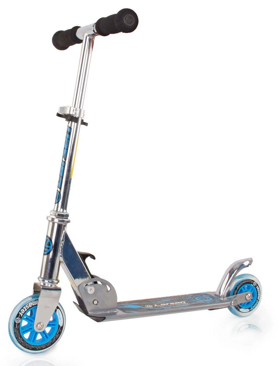 Самокат Larsen, цвет: светло-серый. BZ1805A-B338580Самокат Larsen - средство передвижения, которое давно стало популярным не только среди детской категории человечества, но и среди взрослой. Он является чудесной альтернативой машине или велосипеду, а также превосходным вариантом для активного отдыха. Регулируемая высота рулевой стойки: 50,5 - 77 см.