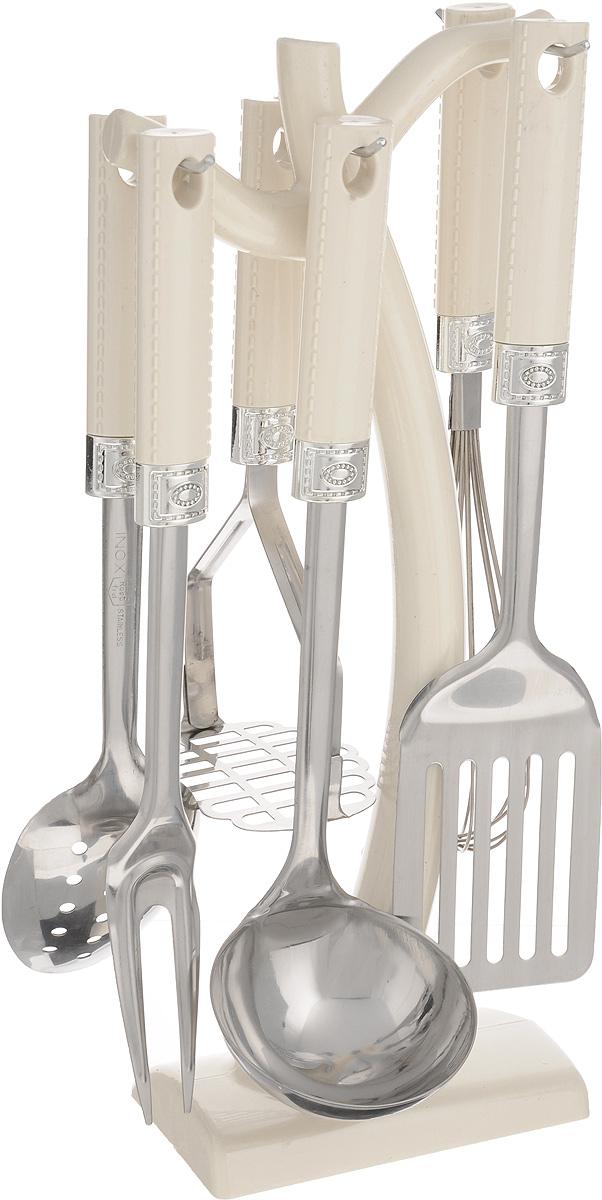 Набор кухонных принадлежностей Mayer & Boch, 7 предметов. 438454 009312Набор кухонных принадлежностей Mayer & Boch превратит приготовление еды в настоящее удовольствие. Набор состоит из вилки, лопатки с прорезями, венчика, ложки, пресса для картофеля, половника и подставки. Приборы выполнены из высококачественной нержавеющей стали. Нержавеющая сталь идеально подходит для приготовления пищи, она не окисляется со временем и не портит вкус ваших блюд. Изделия снабжены длинными эргономичными нескользящими ручками из пластика цвета слоновой кости, которые защитят ваши руки от ожогов. Этот профессиональный набор очень удобен в использовании и имеет стильную подставку, которая впишется в любой интерьер и позволит хранить приборы в одном месте. Длина вилки: 32 см. Размер рабочей поверхности вилки: 9,5 х 3,5 см. Длина лопатки: 33 см. Размер рабочей поверхности лопатки: 7,5 х 10 см. Длина венчика: 30 см. Размер рабочей поверхности венчика: 5 х 5 х 15 см. Длина ложки: 31 см. Размер рабочей поверхности ложки: 7 х 10 см. Длина пресса для картофеля: 23,5 см. Размер рабочей поверхности пресса: 9 х 8 см. Длина половника: 32 см. Диаметр рабочей поверхности половника: 9 см. Размер подставки: 14,5 х 8 х 38 см.