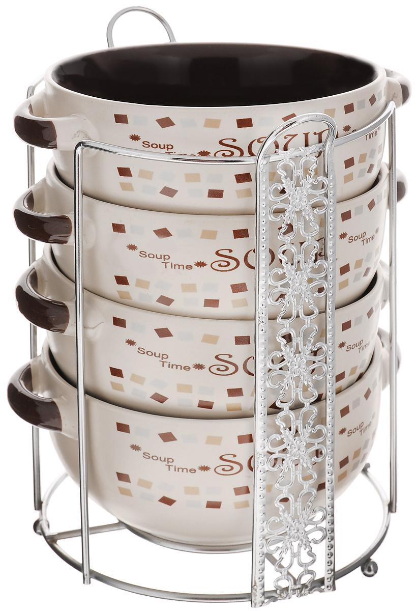 Набор супниц Loraine, 5 предметов. 23125115510Набор Loraine состоит из 4 супниц, выполненных из высококачественной керамики. Набор прекрасно подходит для подачи супов, бульонов и других блюд. Элегантный дизайн супниц отлично впишется в интерьер любой кухни.Супницы компактно размещаются на подставке из металла с резными вставками по бокам.Набор также может стать прекрасным подарком.Можно использовать в микроволновой печи, в холодильнике, а также мыть в посудомоечной машине. Объем супницы: 540 мл.Диаметр супницы (по верхнему краю): 13 см.Диаметр дна супницы: 7 см.Высота супницы: 6,5 см.Размер подставки: 16,5 х 14,5 х 20 см.