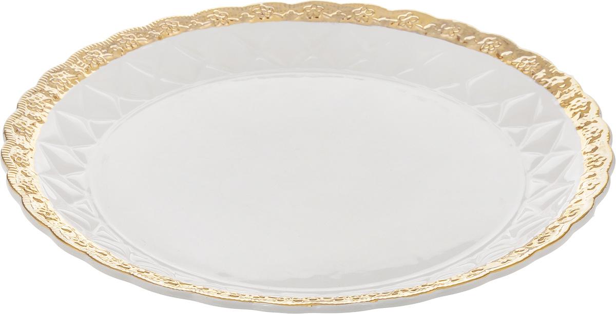 Блюдо Patricia Вивиана, диаметр 30 смVT-1520(SR)Оригинальное блюдо Patricia Вивиана - прекрасное дополнение праздничного стола. Изделие, выполненное из высококачественного фаянса, имеет рельефную поверхность. Блюдо сочетает в себе изысканный дизайн с максимальной функциональностью. Оно идеально подойдет для сервировки стола и станет отличным подарком к любому празднику.Не рекомендуется использовать в микроволновой печи и мыть в посудомоечной машине. Диаметр блюда (по верхнему краю): 30 см. Высота блюда: 3,5 см.