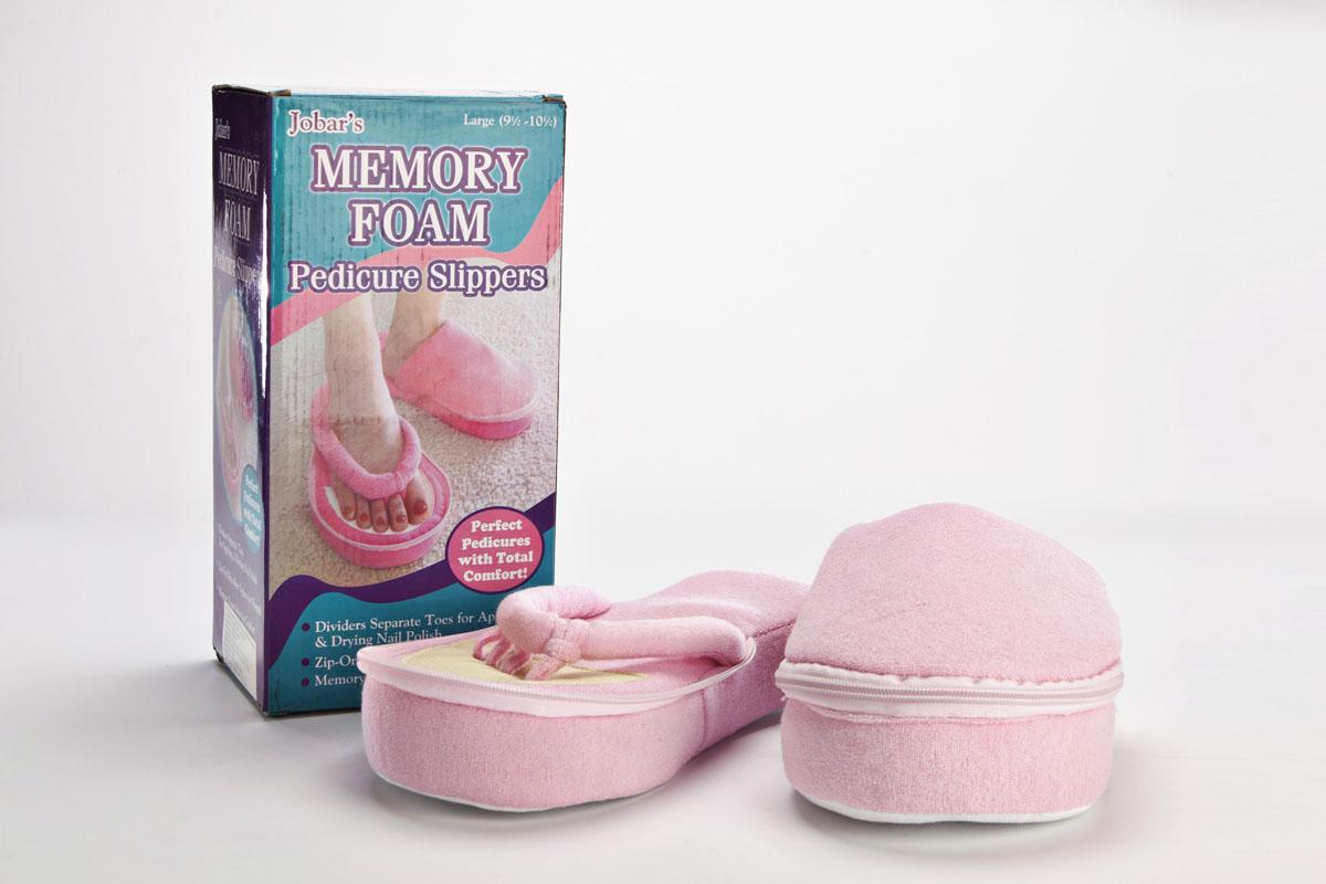 BRADEX Тапочки педикюрные с памятью, размер: 36-39 ПЕДИКЮР5010777139655Получить идеальный педикюр, стиль и комфорт — просто. При нанесении лака на пальцы ног мы всегда используем вспомогательные приспособления, но теперь это в прошлом.Если Вы приобретете педикюрные тапочки с памятью, Вы сэкономите на дорогостоящем оборудовании и с их помощью создадите себе аккуратный, идеальный педикюр!Вы можете использовать тапочки не только во время создания педикюра, но и для повседневной носки.Тапочки содержат специально разработанную по современным технологиям пенную основу с памятью, которая запоминает форму Ваших пальчиков и исключает малейший дискомфорт при носке. - Очень комфортны и удобны при повседневной носке благодаря мягкому и теплому материалу, а также пенной основе, принимающей форму Вашей ноги. - Теперь Вам не нужно ждать, пока высохнет лак на ногах. Тапочки позволяют зафиксировать пальцы ног, и пока сохнет Ваш лак, Вы можете спокойно заниматься своими делами, экономя драгоценное время.- Легкая подошва позволяет ходить в тапочках мягко и бесшумно. Подошва оснащена специальным покрытием, предотвращающим скольжение.- В холодное время года можно просто пристегнуть верхнюю часть и носить как обычные тапочки. Мягкий, непроницаемый для холода материал подарит Вашим ногам комфорт и тепло!- Уютный и полезный подарок для Ваших близких и друзей!