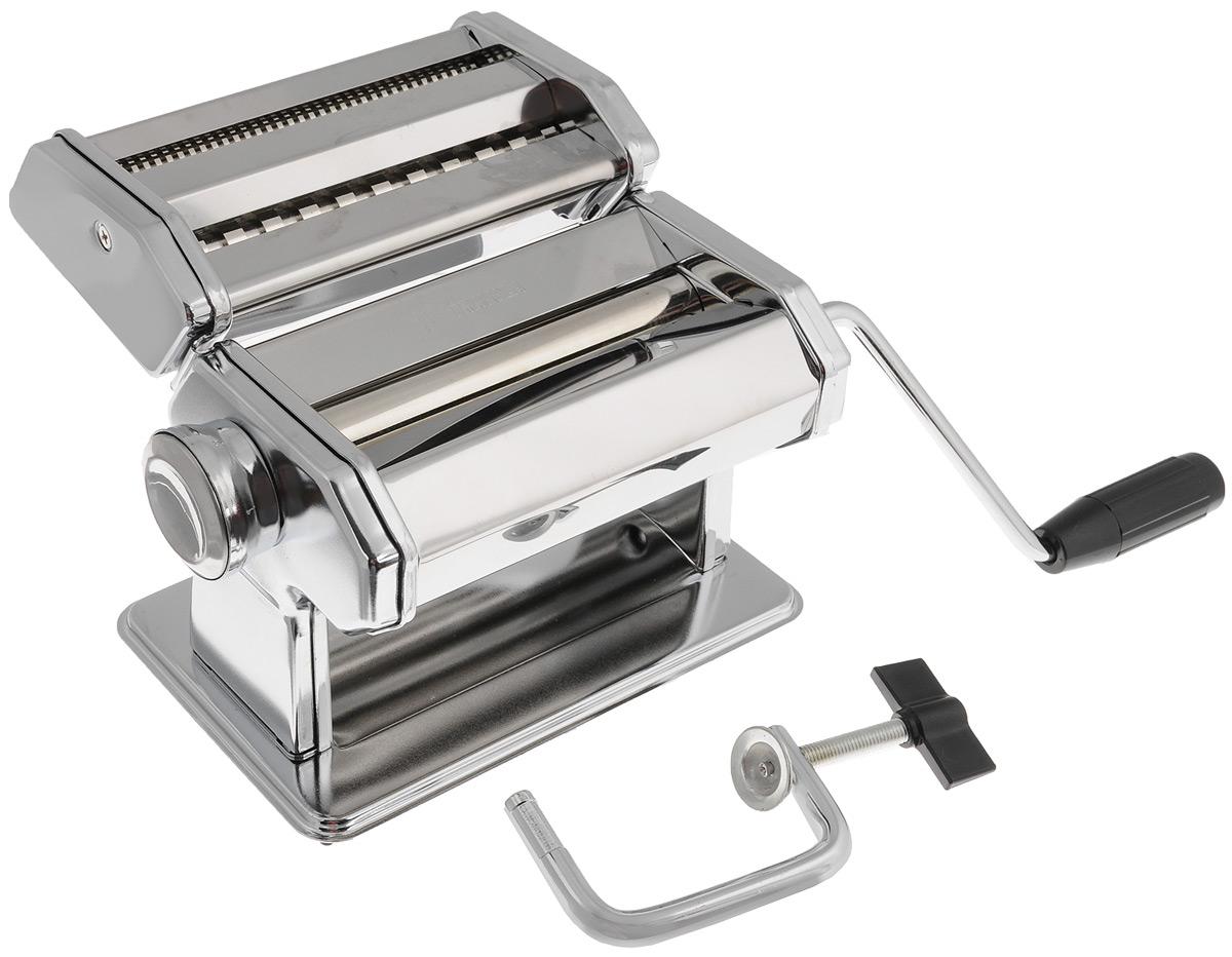 Машинка для нарезки лапши Travola177Машинка Travola, выполненная из нержавеющей стали, отлично поможет вам в нарезке лапши и макарон из теста собственного приготовления. В комплект входят: станок для раскатки теста, насадка для нарезки лапши, зажим - крепление станка к столу, вращательная ручка. Для нарезания лапши: пропустите тесто через машинку, чтобы оно стало плоским, вставьте раскатанный лист в режущие ролики, вращайте ручку, и машинка нарежет лапшу. Толщину нарезки можно регулировать. Машинка Travola станет незаменимым помощником на любой кухне. Размер станка: 19,5 х 12,5 х 12,5 см. Размер насадки для лапши: 17,5 х 11 х 5 см. Длина ручки: 14 см.Толщина нарезки пасты: от 0,35 до 2,5 ммШирина теста: 145 мм * Победитель номинации «Лучшая собственная торговая марка в сегменте ONLINE»Премия PRIVATE LABEL AWARDS (by IPLS) —международная премия в области собственных торговых марок, созданная компанией Reed Exhibitions в рамках выставки «Собственная Торговая Марка» (IPLS) 2016 с целью поощрения розничных сетей, а также производителей продовольственных и непродовольственных товаров за их вклад в развитие качественных товаров private label, которые способствуют росту уровня покупательского доверия в России и СНГ.