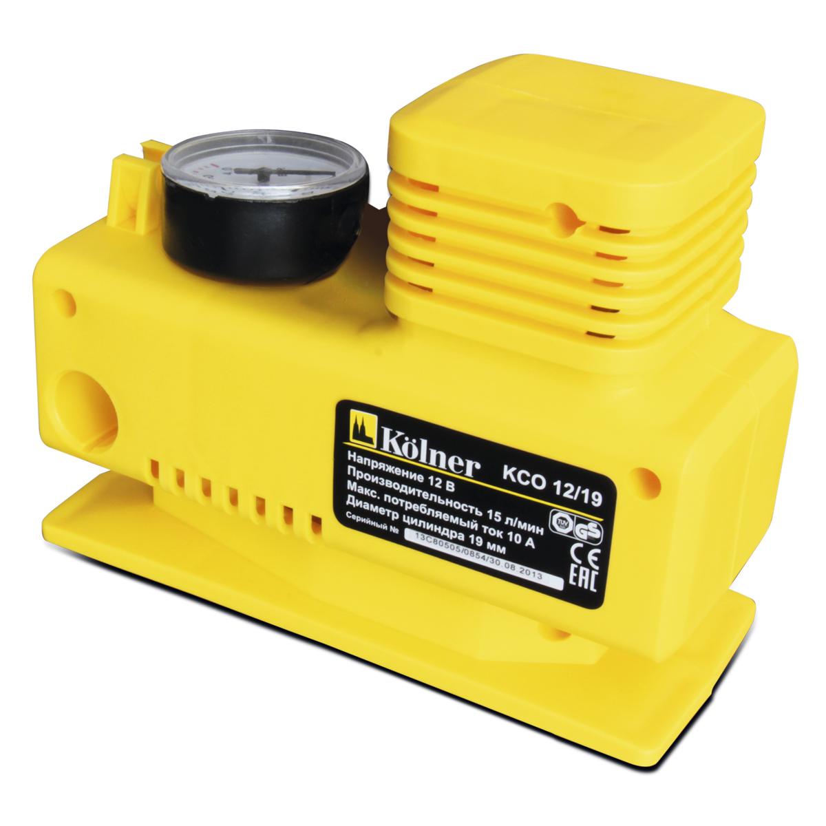Компрессор автомобильный Kolner KCO 12/19DWM7Напряжение, В: 12Производительность, л/мин: 15Рабочее давление, атм: 3Максимальное давление, атм: 4Максимальный ток потребления, А: 10Диаметр цилиндра, мм: 19Длина шланга компрессора, см: 50Длина сетевого кабеля, м: 3Комплектация: насадки-переходникикомпрессор работает от напряжения 12 вольт на верхней части корпуса расположен манометр, позволяющий контролировать работу компрессора