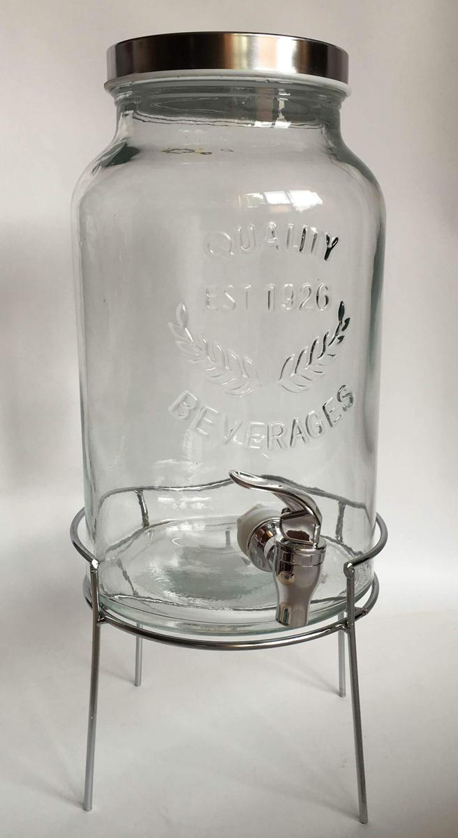 Диспенсер для напитков Magic Home, 5,5 л, с краном. 42584VT-1520(SR)Диспенсер для напитков Magic Home выполнен из высококачественного металла и стекла. Такой диспенсер предназначен для подачи холодных напитков. Он оснащен пластиковым краником для более удобного разлива напитков. Оригинальный дизайн диспенсера позволит украсить любую кухню, внеся разнообразие, как в строгий классический стиль, так и в современный кухонный интерьер.