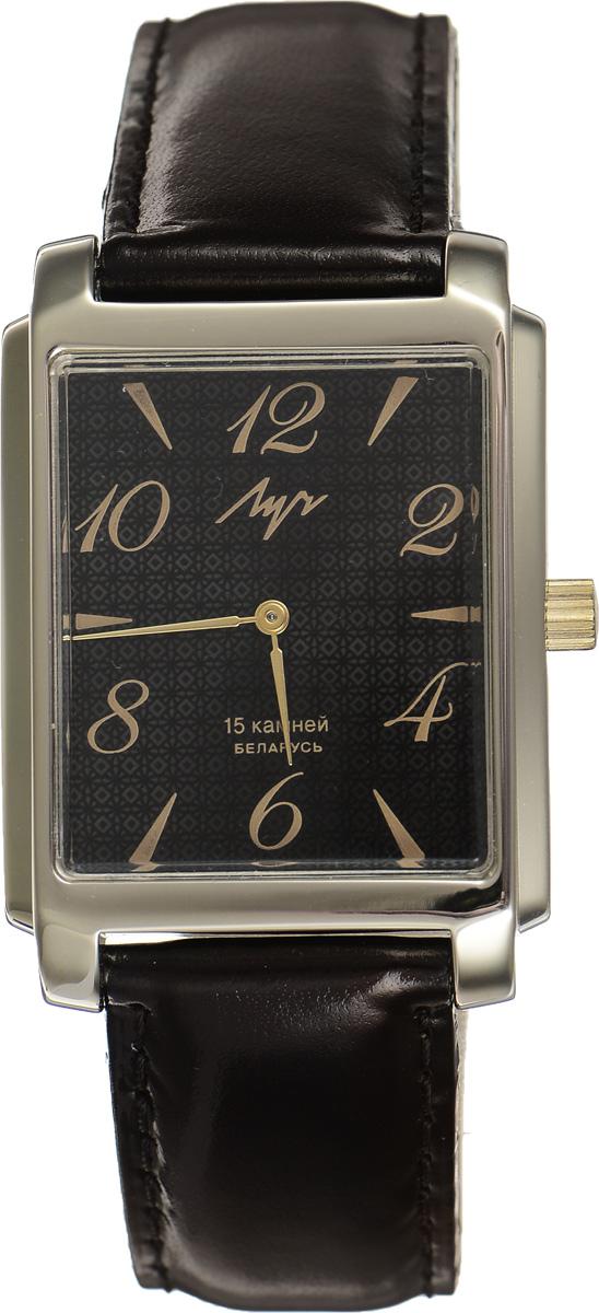 Часы наручные мужские Луч, цвет: золотой, черный. 337297077BM8434-58AEЭлегантные часы Луч выполнены из металлического сплава и органического стекла. Прямоугольный корпус часов имеет покрытие из нитрида циркония, циферблат оформлен символикой бренда.Механические часы с 15 рубиновыми камнями и противоударным устройством оси баланса дополнены ремешком из натуральной кожи с лаковым покрытием. Часы застегиваются на практичную пряжку.Изделие поставляется в фирменной упаковке.Часы Луч подчеркнут отменное чувство стиля у их обладателя.