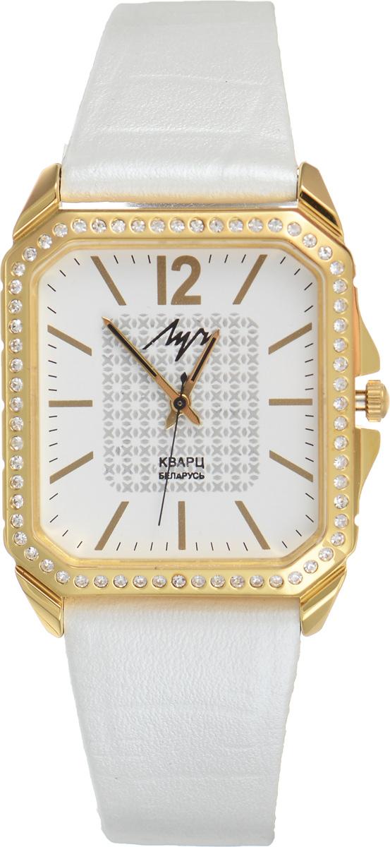 Часы наручные женские Луч, цвет: белый, золотой. 75518104BM8434-58AEЭлегантные женские часы Луч выполнены из металлического сплава. Корпус с покрытием из золота дополнительно инкрустирован стразами. Циферблат оформлен символикой бренда.Корпус часов оснащен кварцевым механизмом со сменным элементом питания, а также дополнен ремешком из натуральной кожи с декоративным тиснением, который застегивается на практичную пряжку.Часы поставляются в фирменной упаковке.Часы Луч подчеркнут изящность женской руки и отменное чувство стиля у их обладательницы.