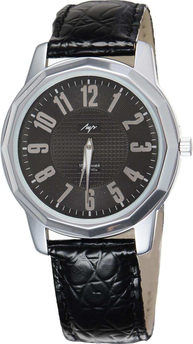 Часы наручные мужские Луч, цвет: серебряный, черный. 78161398BM8434-58AEСтильные часы Луч выполнены из металлического сплава и силикатного стекла. Корпус по кругу оформлен гранями и имеет покрытие из хрома, которое обладает особой стойкостью к стиранию. Циферблат оформлен символикой бренда.Механические часы с 15 рубиновыми камнями и противоударным устройством оси баланса дополнены ремешком из натуральной кожи с декоративным тиснением, который застегивается на практичную пряжку. На стрелки нанесен светящийся состав.Часы поставляются в фирменной упаковке.Часы Луч подчеркнут отменное чувство стиля их обладателя.