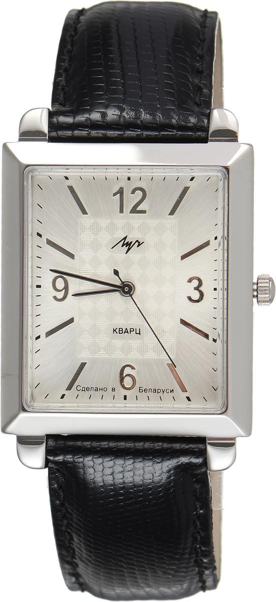 Часы наручные мужские Луч, цвет: серебряный, черный. 374439475BM8434-58AEСтильные часы Луч выполнены из металлического сплава и органического стекла. Циферблат оформлен символикой бренда.Прямоугольный корпус изделия оснащен кварцевым механизмом, который дополнен устойчивым к царапинам органическим стеклом. Кожаный ремешок с лаковым покрытием и декоративным тиснением оснащен классической пряжкой, которая позволит с легкостью снимать и надевать изделие.Часы поставляются в фирменной упаковке.Часы Луч подчеркнут мужской характер и отменное чувство стиля у их обладателя.