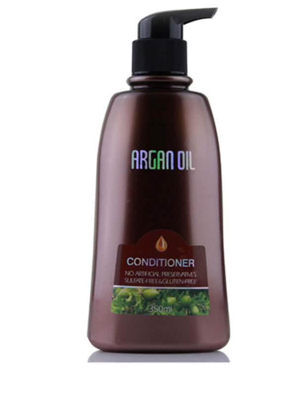 Morocco Argan Oil Бальзам для волос увлажняющий с маслом арганы, 350 мл.MP59.4DАктивные ингредиенты и их эффект: Марокканское аргановое масло известно своими восстанавливающими свойствами, оно способствует естественному укреплению волос, помогает сохранить необходимый уровень влаги, защищает волосы от негативного влияния окружающих факторов.Экстракт водорослей кельп превосходно питает волосяные фолликулы, насыщая их йодом, витаминами А и Е, С и В, восполняя дефицит протеинов и полисахаридов, необходимых для роста сильных волос.Гинкго билоба великолепной восстанавливает волосы изнутри, способствует защите волос и запечатыванию секущихся кончиков.Корень долголетия – женьшень богат макро- и микроэлементами, витаминами С и Е, серой и другими важными для здоровья волос веществами.Этот богатый питательными элементаи экстракт улучшает состояние кожи головы, не дает развиваться бактериям, вызывающим перхоть, усиливает рост волос.Коллаген защищает волосы и дарит им непревзойденную гладкость и шелковистость. Кроме того, благодаря коллагену заметно замедляются процессы старения волос, что позволяет сохранить силу и молодость надолго!Экстракт шалфея способствует поддержанию необходимого рН кожи головы, препятствует появлению перхоти, восстанавливает и нормализует салоотделение. Витаминно - микроэлементный состав шалфея интенсивно питает волосяные луковицы, замеляя выпадение волос и стимулируя их рост.
