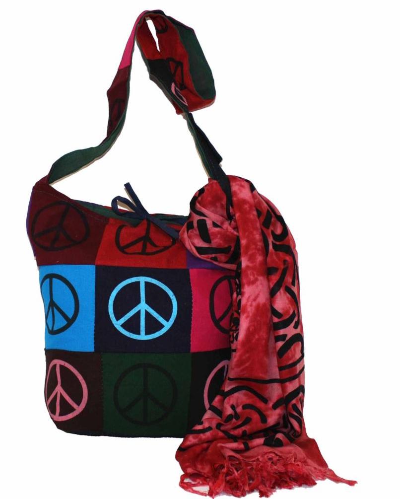 Сумка женская, цвет: мультиколор. 183150L39845800Женская сумка Ethnica изготовлена из текстиля. Дополнена модель широкой удобной лямкой и оформлена интересным принтом. Застегивается изделие на застежку-молнию.