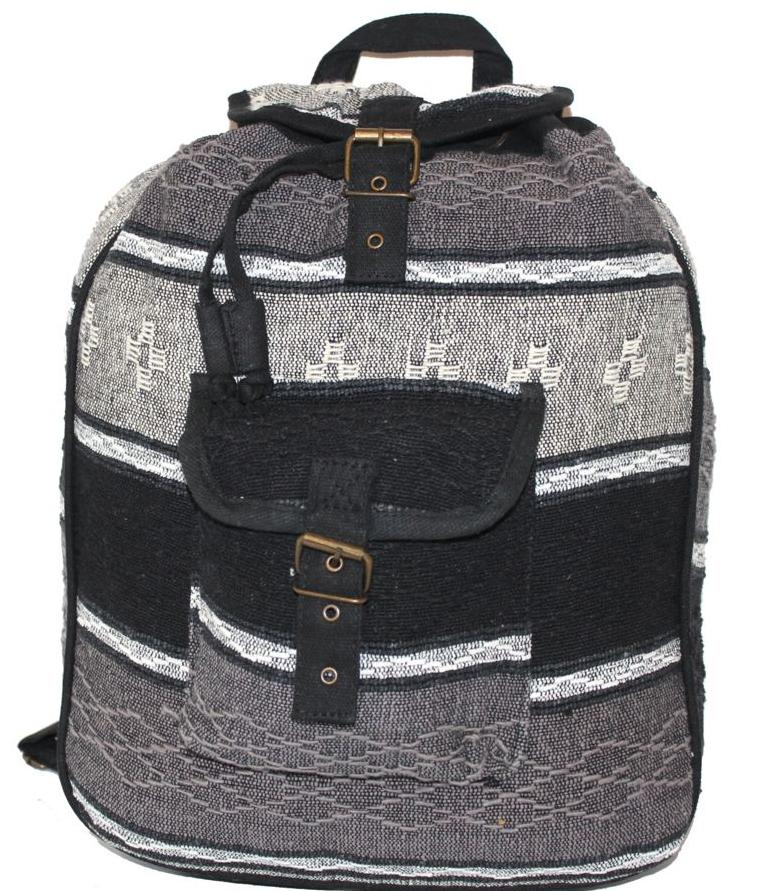 Ethnica Хлопковый рюкзак-торба, цвет: черный, серый, в полоску. 18725023008Женский рюкзак Ethnica изготовлен из качественного текстиля. Рюкзак имеет одно вместительное отделение и застегивается на металлическую пряжку. Внутри имеется основное отделение.Спереди рюкзак дополнен накладным карманом с клапаном.Модель оснащена ручкой для переноски и двумя наплечными ремнями.