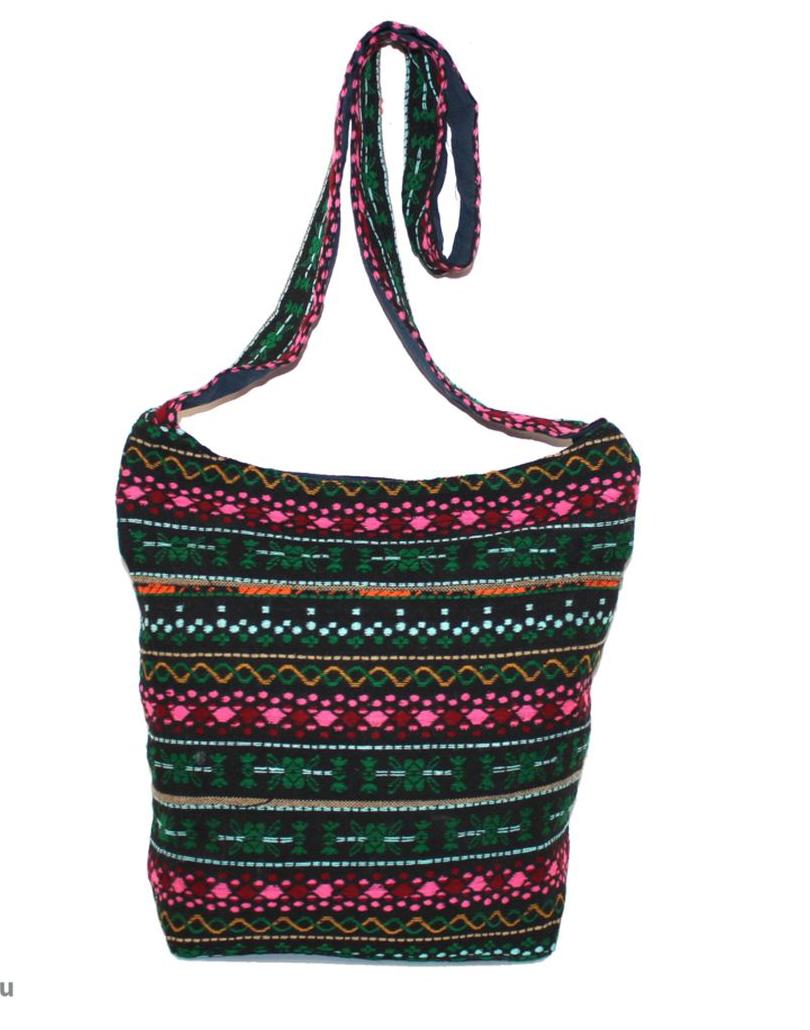 Сумка женская Ethnica, цвет: мультиколор. 195250579995-400Женская сумка Ethnica изготовлена из текстиля. Дополнена модель широкой удобной лямкой и оформлена интересным принтом. Застегивается изделие на застежку-молнию.