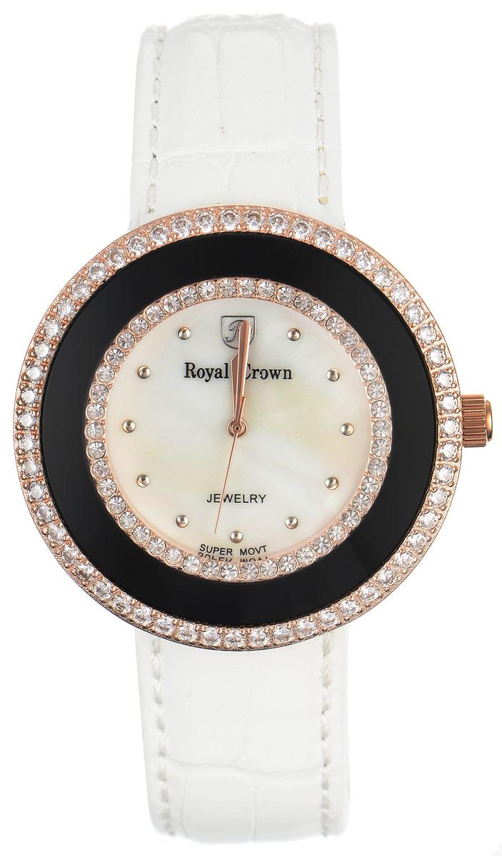Часы наручные женские Royal Crown, цвет: белый, золотой. 3776-RSG-2BM8434-58AEСтильные женские часы Royal Crown изготовлены из высокотехнологичной гипоаллергенной нержавеющей стали и латуни и дополнены браслетом из натуральной кожи. С внутренней стороны браслет оформлен тиснением логотипа бренда. Покрытие корпуса - палладий с розовым золотом и родием, что придает часам благородный блеск драгоценных металлов. Корпус часов оснащен кварцевым механизмом, который имеет степень влагозащиты равную 3 Bar, а также устойчивым к царапинам минеральным стеклом. Циферблат оснащен часовой, минутной и секундной стрелками, декорирован логотипом бренда и инкрустирован двумя ободками из цирконов, один из которых находится под стеклом. На перламутровом циферблате круглые отметки органично сочетаются с изящными золотистыми стрелками.Браслет комплектуется надежной и удобной в использовании застежкой-пряжкой, которая позволит с легкостью снимать и надевать часы, а также регулировать длину браслета.Часы упакованы в фирменную коробку и дополнительно в подарочную сумку с названием бренда.Часы Royal Crown подчеркнут изящность женской руки и отменное чувство стиля у их обладательницы.