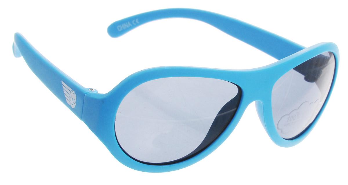 Babiators Солнцезащитные очки ПляжINT-06501Вы делаете все возможное, чтобы ваши дети были здоровы и в безопасности. Шлемы для езды на велосипеде, солнцезащитный крем для прогулок на солнце... Но как насчёт влияния солнца на глаза вашего ребёнка? Правда в том, что сетчатка глаза у детей развивается вместе с самим ребёнком. Это означает, что глаза малышей не могут отфильтровать УФ-излучение. Проблема понятна - детям нужна настоящая защита, чтобы глазки были в безопасности, а зрение сильным.Каждая пара солнцезащитных очков Babiators для детей обеспечивает 100% защиту от UVA и UVB. Прочные линзы высшего качества не подведут в самых сложных переделках. В отличие от обычных пластиковых очков, оправа Babiators выполнена из гибкого прорезиненного материала, что делает их ударопрочными, их можно сгибать и крутить - они не сломаются и вернутся в прежнюю форму. Не бойтесь, что ребёнок сядет на них - они всё выдержат.Будьте уверены, что очки Babiators созданы безопасными, прочными и классными, так что вы и ваш ребенок можете приступать к своим приключениям!