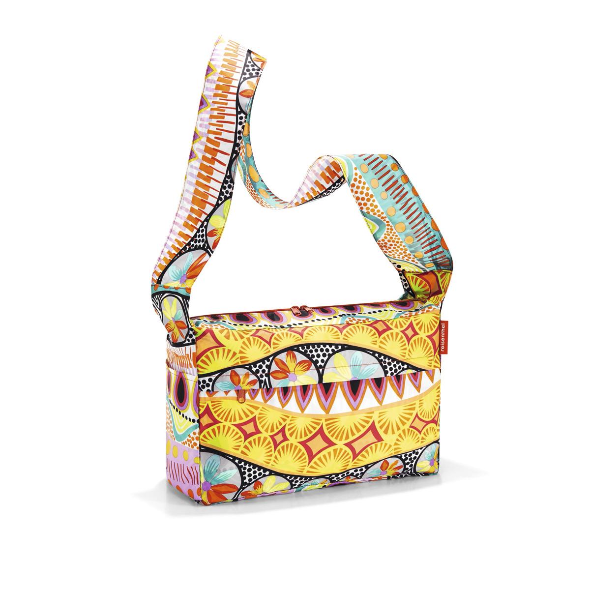 Сумка женская Reisenthel, складная, цвет: желтый, мультиколор. AL2020S76245Стильная женская сумка Reisenthel изготовлена из текстиля с оригинальным принтом. Сумка имеет одно отделение, которое закрывается на застежку-молнию с двумя бегунками. Внутри имеется нашивной карман на застежке-молнии, в который сумка складывается и приобретает компактный вид. Снаружи, на передней стенке расположен накладной карман на застежке-молнии. По бокам расположены открытые накладные карманы. Изделие оснащено удобным наплечным ремнем.