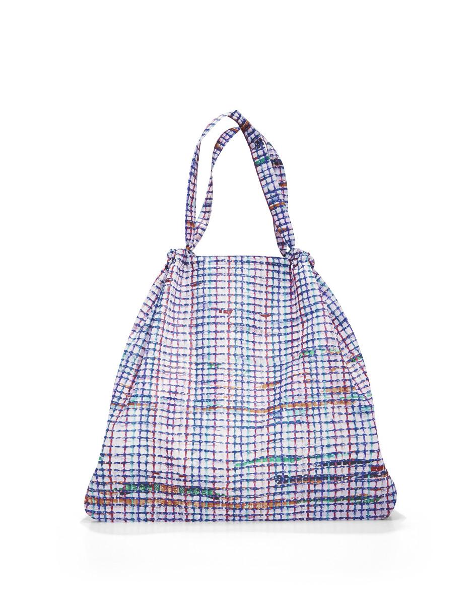 Сумка Reisenthel, складная, цвет: белый, голубой, фиолетовый. AR404171069с-2Модная сумка Reisenthel выполнена из текстиля и оформлена оригинальным принтом. Изделие имеет одно большое отделение. Внутри расположен нашивной карман на застежке-молнии, в который сумка легко складывается. Сумка оснащена двумя ручками.