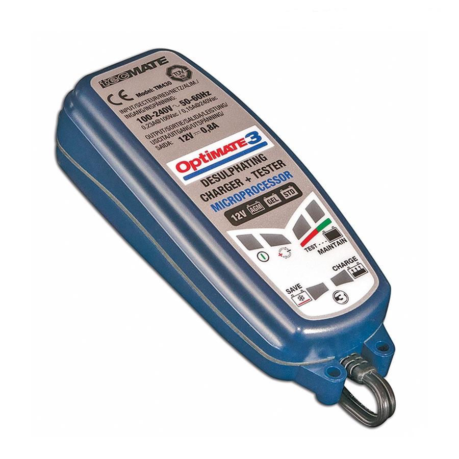 Зарядное устройство OptiMate 3. TM43098291117Многоступенчатое зарядное устройство Optimate от бельгийской компании TecMate с режимами тестирования, восстановления глубокоразряженных аккумуляторных батарей, десульфатации и хранения. Управление полностью автоматическое без кнопок. Заряжает все типы 12В свинцово-кислотных аккумуляторных батарей, в т.ч. AGM, GEL. Защита от короткого замыкания, переполюсовки, искрообразования, перегрева. Оптимизирует срок службы и здоровье аккумуляторной батареи. Влагозащищенный корпус. Рекомендовано 10-ю ведущими производителями мототехники. Optimate 3 рекомендуется для АКБ от 3 Ач до 50 Ач. Ток зарядки: 0,8А. Старт заряда АКБ от 2В. Температурный режим; -20...+40°С. В комплект устройства входят аксессуары: O1 кольцевой разъем постоянного подключения и O4 зажимы типа крокодил.