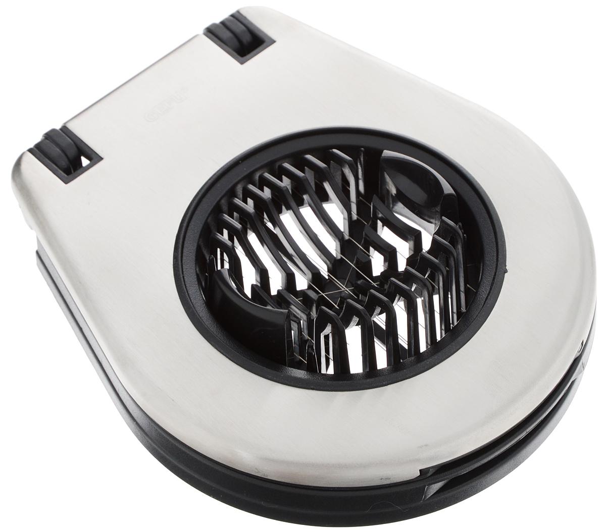 Яйцерезка Gefu Duo1001100Яйцерезка Gefu Duo выполнена из высококачественного пластика и нержавеющей стали. Приспособление позволяет нарезать яйца дольками или пластинками, а также подходит для нарезки мелкого отваренного картофеля. Механизм работы чрезвычайно прост: очищенное яйцо или картофель устанавливается в специальное ложе, а затем поочерёдно опускаются две рамки с режущими струнами. Яйцерезка имеет компактный размер и не займет много места на кухне. Такое изделие по-настоящему облегчает процесс готовки. Можно мыть в посудомоечной машине. Размер яйцерезки: 11 х 13 х 3,5 см.