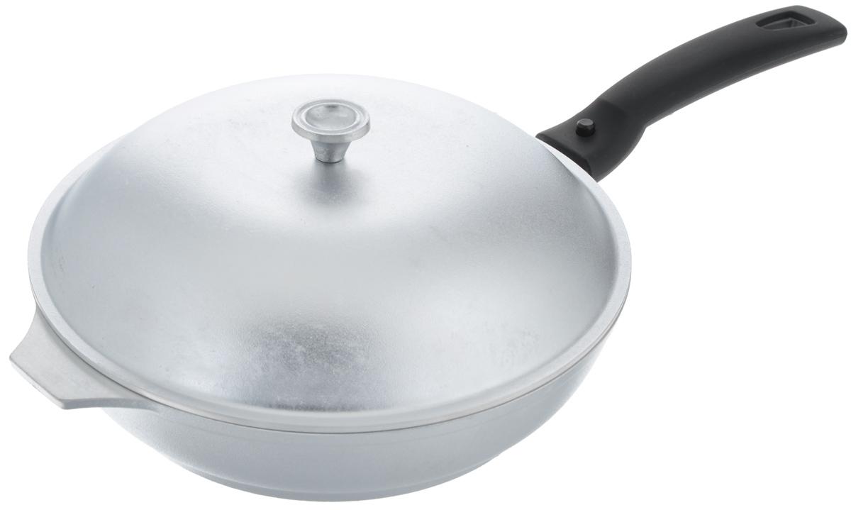 Сковорода литая Kukmara с крышкой, со съемной ручкой, диаметр 23 см391602Основание сковороды Kukmara изготовлено из литого алюминия с жаропрочной металлической крышкой и съемной ручкой, выполненной из прочного термопластика. Изделие удобно для жарки мяса, запекания, тушения овощей, еда в такой посуде не пригорает, а томится как в русской печи. Оптимальная пропорция сковороды с утолщенным дном обеспечивает быстрое и равномерное распределение тепла по всей жарочной поверхности. Сковорода экологически безопасная. Такая сковорода понравится как любителю, так и профессионалу. Изделие подходит для газовых и электрических плит. Диаметр дна сковороды: 17,5 см. Диаметр крышки: 23 см. Длина ручки: 16,5 см.