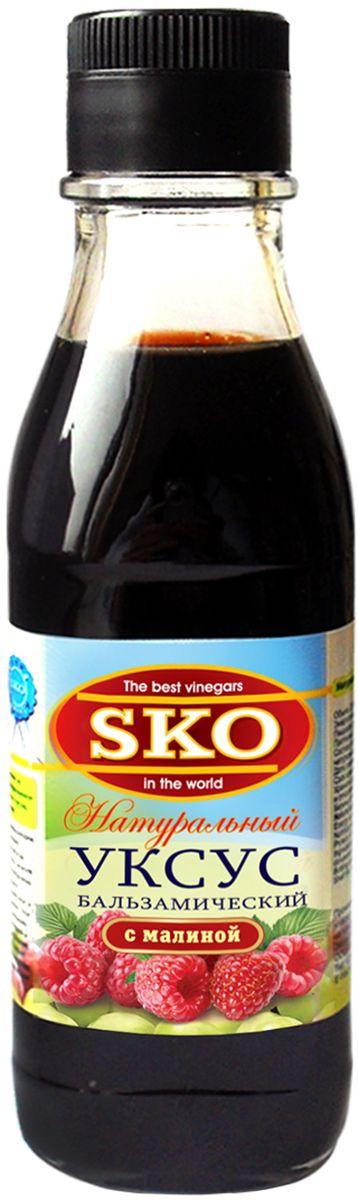 SKO уксус натуральный бальзамический с малиной, 0,25 л13011Натуральный бальзамический уксус SKO с малиной имеет бархатистый мягкий вкус с легкой кислинкой, и в тоже время чуть сладковатый, с винными нотками. Этот бальзамик характеризуется своей зрелостью и интенсивностью вкуса.Этот бальзамический уксус с добавлением натурального сока малины рекомендуется:1. Использовать для заправок к салатам. Его концентрированный кисло-сладкий вкус настолько улучшает остальные - достаточно простые - ингредиенты, что начинает казаться, что это самый вкусный салат поистине ресторанного уровня.2. Применяют для подкисления и придания остроты мясным тушеным блюдам, оживляет вкус мяса, особенно говядину и утку, прекрасно подходит к жирному мясу, заменяет красное вино в соусах к мясу. 3. Дополняет и оттеняет вкус сыра, фруктов и даже мороженого, придаёт пикантность десертам из свежей клубники или малины.Уважаемые клиенты! Обращаем ваше внимание, что полный перечень состава продукта представлен на дополнительном изображении.
