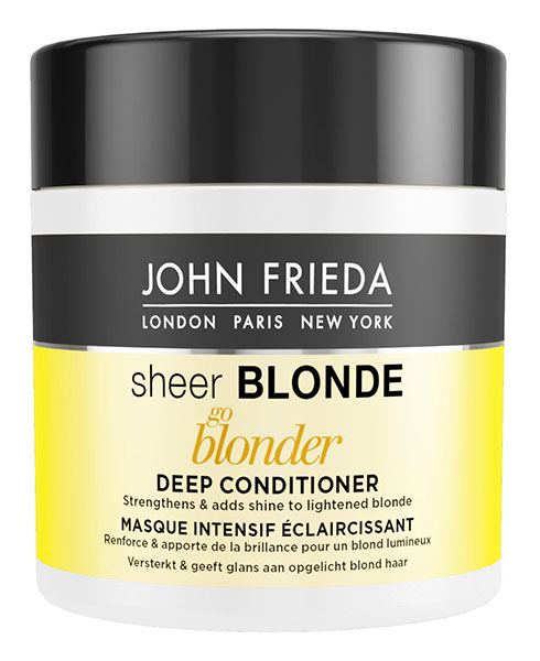 John Frieda Осветляющая маска для волос, 150 мл72523WDУкрепляет и придает блеск осветленным волосам. Восстановите силу и придайте блеск своим волосам. Маска для светлых волос Sheer Blonde Go Blonder, с цитрусом и ромашкой, интенсивно увлажняет изнутри и защищает осветленные волосы. Применение: Начните с использования Sheer Blonde Go Blonder осветляющего шампуня. Нанесите маску на влажные волосы и оставьте на 3-5 минут. Затем тщательно смойте.