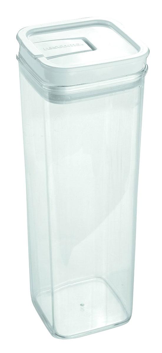 Контейнер пищевой Tescoma Airstop, 2 л21395599Контейнер для сыпучих продуктов Tescoma Airstop изготовлен из высококачественного пищевого пластика. Изделие прозрачное, что позволяет видеть содержимое, это очень удобно и практично. Специальная крышка с силиконовым уплотнителем надежно и герметично закрывается, защищая пищу от высыхания и появления плесени. Крышка контейнераснабжена складной ручкой, благодаря чему изделие с легкостью можно открыть и закрыть. Контейнер очень вместителен, в нем можно хранить макароны, крупы, чай и другие сыпучие продукты, а также печенье или конфеты. Контейнер Tescoma Airstop - идеальный вариант для поддержания порядка на кухне. Можно использовать для хранения в холодильнике и мыть в посудомоечной машине.Размер контейнера (по верхнему краю): 10 х 10 см.Высота контейнера (без учета крышки): 28,5 см.