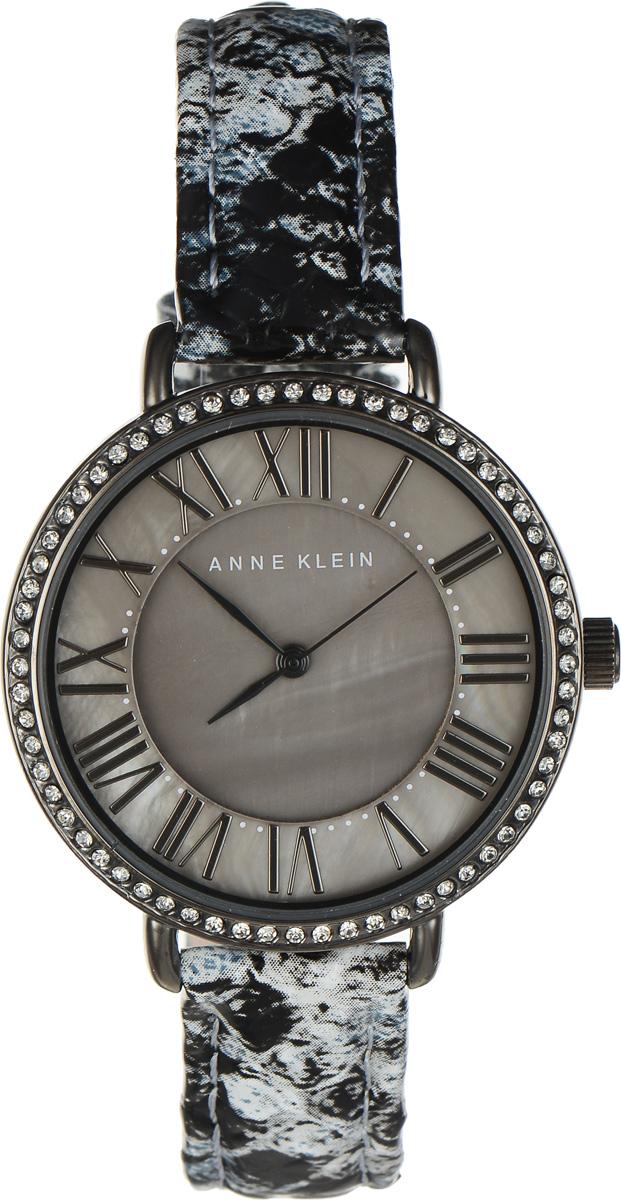 Часы наручные женские Anne Klein Ring, цвет: серый. 1617BM8434-58AEЭлегантные женские часы Anne Klein Ring выполнены из металлического сплава, оформлены чешскими кристаллами и символикой бренда. Циферблат украшен вставкой из натурального перламутра. Лаконичный корпус надежно защищен устойчивым к царапинам минеральным стеклом, а также имеет степень влагозащиты 3 Bar. Часы оснащены кварцевым механизмом, дополнены изящным ремешком из натуральной кожи с декоративным тиснением под кожу рептилии. Ремешок застегивается на практичную пряжку.Часы поставляются в фирменной упаковке.Часы Anne Klein Ring подчеркнут изящество женской руки и отменное чувство стиля у их обладательницы.