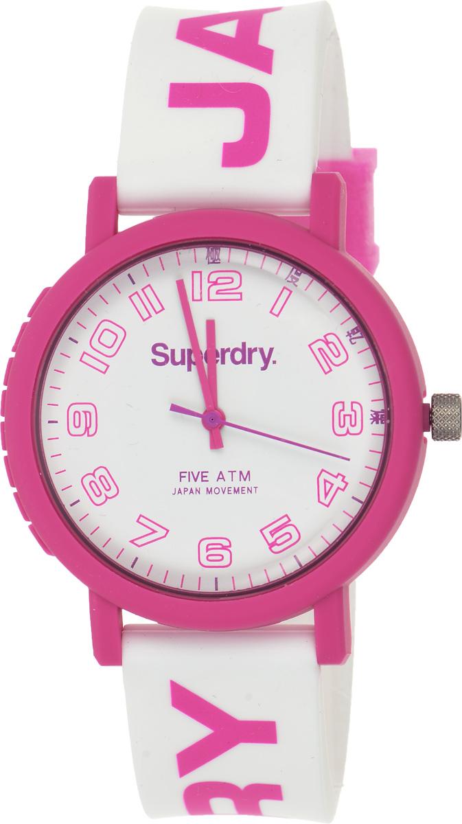 Часы наручные женские Superdry Urban, цвет: розовый, белый. SYL196PBM8434-58AEСтильные часы Superdry Urban выполнены из нержавеющей стали, пластика и хезалитового стекла. Циферблат оформлен символикой бренда.Корпус изделия имеет степень влагозащиты 5 Bar, оснащен кварцевым механизмом и дополнен устойчивым к царапинам хезалитовым стеклом. Ремешок современного дизайна выполнен из силикона и оснащен пряжкой, которая позволит с легкостью снимать и надевать изделие.Часы поставляются в фирменной упаковке.Часы Superdry Urban подчеркнут отменное чувство стиля у их обладательницы.
