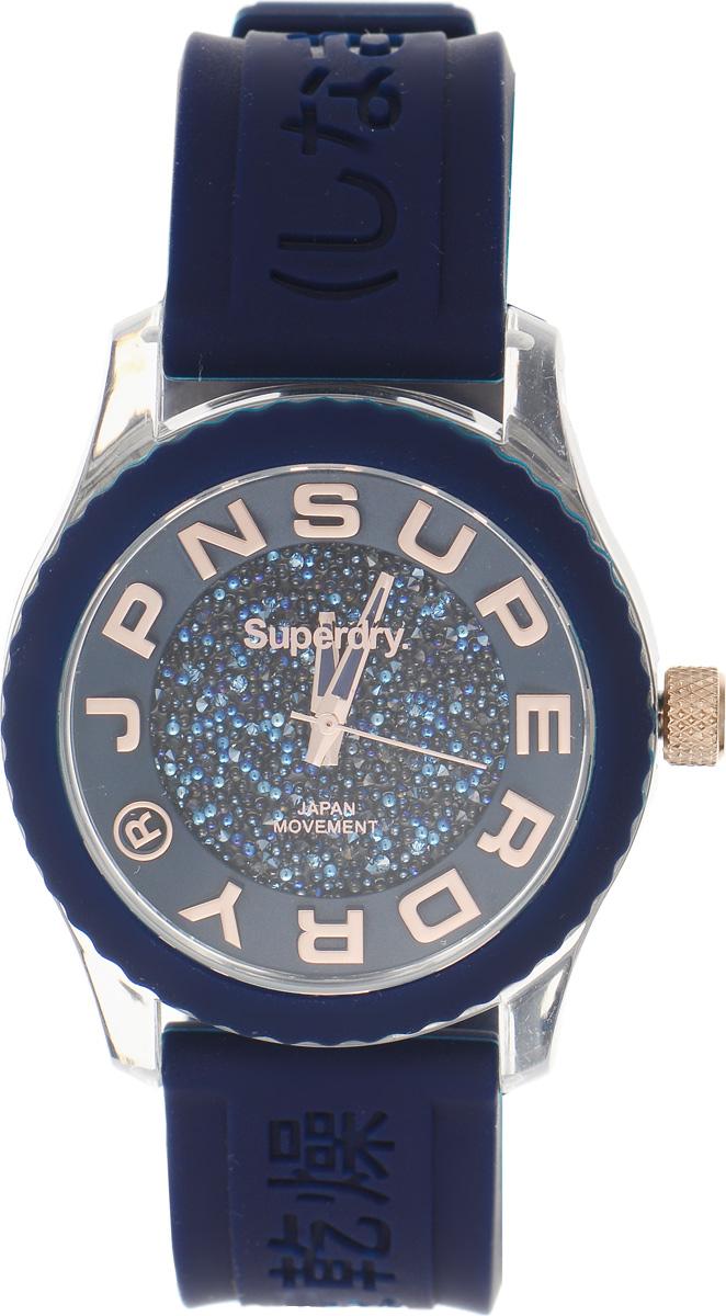 Часы наручные женские Superdry Urban, цвет: синий. SYL174URGBM8434-58AEЭлегантные часы Superdry Urban выполнены из нержавеющей стали, пластика и хезалитового стекла. Циферблат инкрустирован кристаллами Swarovski и оформлен символикой бренда.Корпус изделия имеет степень влагозащиты 5 Bar, оснащен кварцевым механизмом и дополнен устойчивым к царапинам хезалитовым стеклом. Ремешок современного дизайна выполнен из силикона и оснащен пряжкой, которая позволит с легкостью снимать и надевать изделие.Часы поставляются в фирменной упаковке.Часы Superdry Urban подчеркнут изящество женской руки и отменное чувство стиля у их обладательницы.