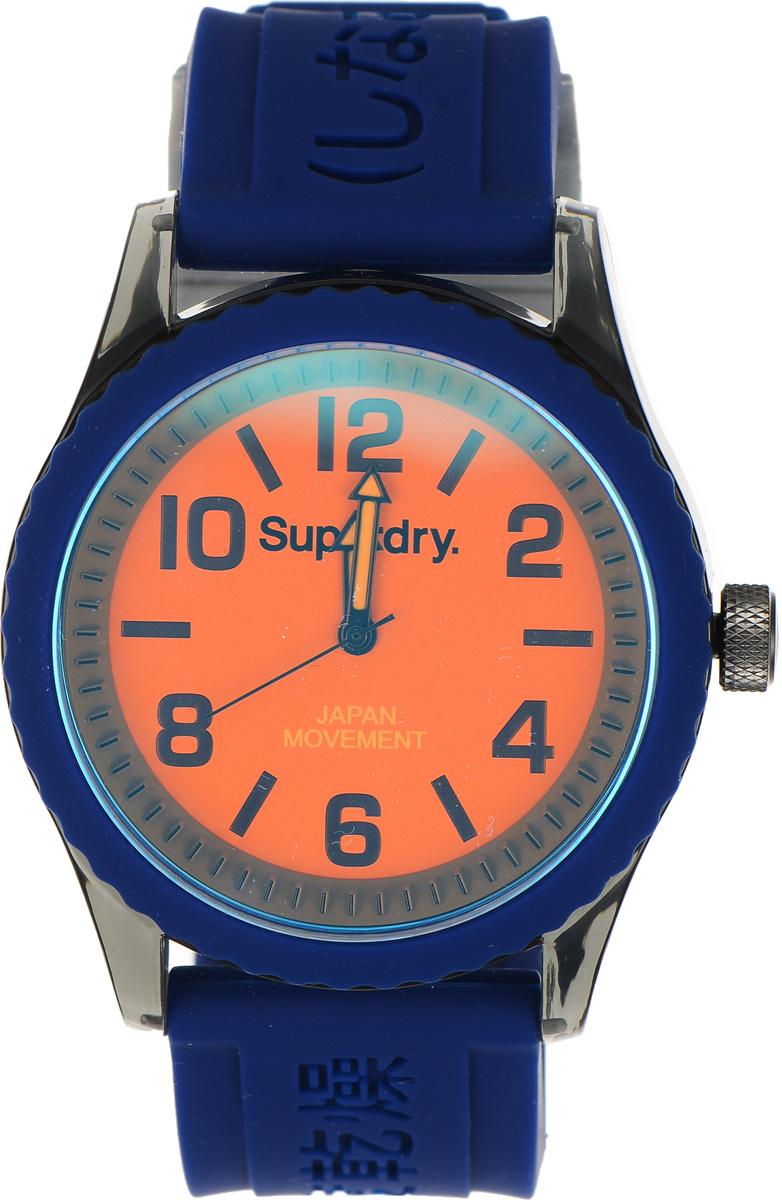Часы наручные Superdry Urban, цвет: синий. SYG146UOBM8434-58AEСтильные часы Superdry Urban выполнены из пластика и хезалитового стекла. Циферблат оформлен символикой бренда.Корпус изделия оснащен кварцевым механизмом и дополнен устойчивым к царапинам хезалитовым стеклом. Ремешок современного дизайна выполнен из силикона и оснащен пряжкой, которая позволит с легкостью снимать и надевать изделие.Часы поставляются в фирменной упаковке.Часы Superdry Urban сочетают в себе американский винтаж, японскую эстетику и традиционный британский стиль, тем самым прекрасно дополнят образ.