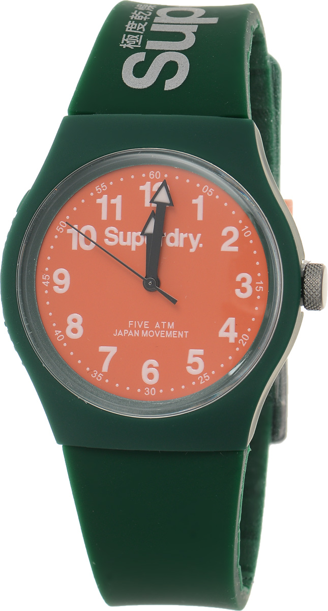 Часы наручные Superdry Urban, цвет: темно-зеленый. SYG164ONBM8434-58AEСтильные часы Superdry Urban выполнены из нержавеющей стали, пластика и хезалитового стекла. Циферблат оформлен символикой бренда.Корпус изделия имеет степень влагозащиты 5 Bar, оснащен кварцевым механизмом и дополнен устойчивым к царапинам хезалитовым стеклом. Ремешок современного дизайна выполнен из силикона и оснащен пряжкой, которая позволит с легкостью снимать и надевать изделие.Часы поставляются в фирменной упаковке.Часы Superdry Urban сочетают в себе американский винтаж, японскую эстетику и традиционный британский стиль, тем самым прекрасно дополнят образ.