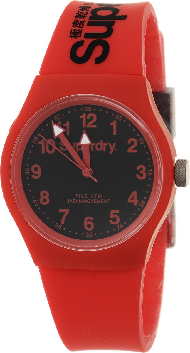 Часы наручные Superdry Urban, цвет: красный. SYG164RBBM8434-58AEСтильные часы Superdry Urban выполнены из нержавеющей стали, пластика и хезалитового стекла. Циферблат оформлен символикой бренда.Корпус изделия имеет степень влагозащиты 5 Bar, оснащен кварцевым механизмом и дополнен устойчивым к царапинам хезалитовым стеклом. Ремешок современного дизайна выполнен из силикона и оснащен пряжкой, которая позволит с легкостью снимать и надевать изделие.Часы поставляются в фирменной упаковке.Часы Superdry Urban сочетают в себе американский винтаж, японскую эстетику и традиционный британский стиль, тем самым прекрасно дополнят образ.