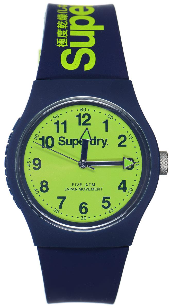 Часы наручные Superdry Urban, цвет: темно-синий. SYG164UNBM8434-58AEСтильные часы Superdry Urban выполнены из нержавеющей стали и пластика. Циферблат оформлен символикой бренда.Корпус изделия имеет степень влагозащиты 5 Bar, оснащен кварцевым механизмом и дополнен устойчивым к царапинам хезалитовым стеклом. Ремешок современного дизайна выполнен из силикона и оснащен пряжкой, которая позволит с легкостью снимать и надевать изделие.Часы поставляются в фирменной упаковке.Часы Superdry Urban сочетают в себе американский винтаж, японскую эстетику и традиционный британский стиль, тем самым прекрасно дополнят образ.