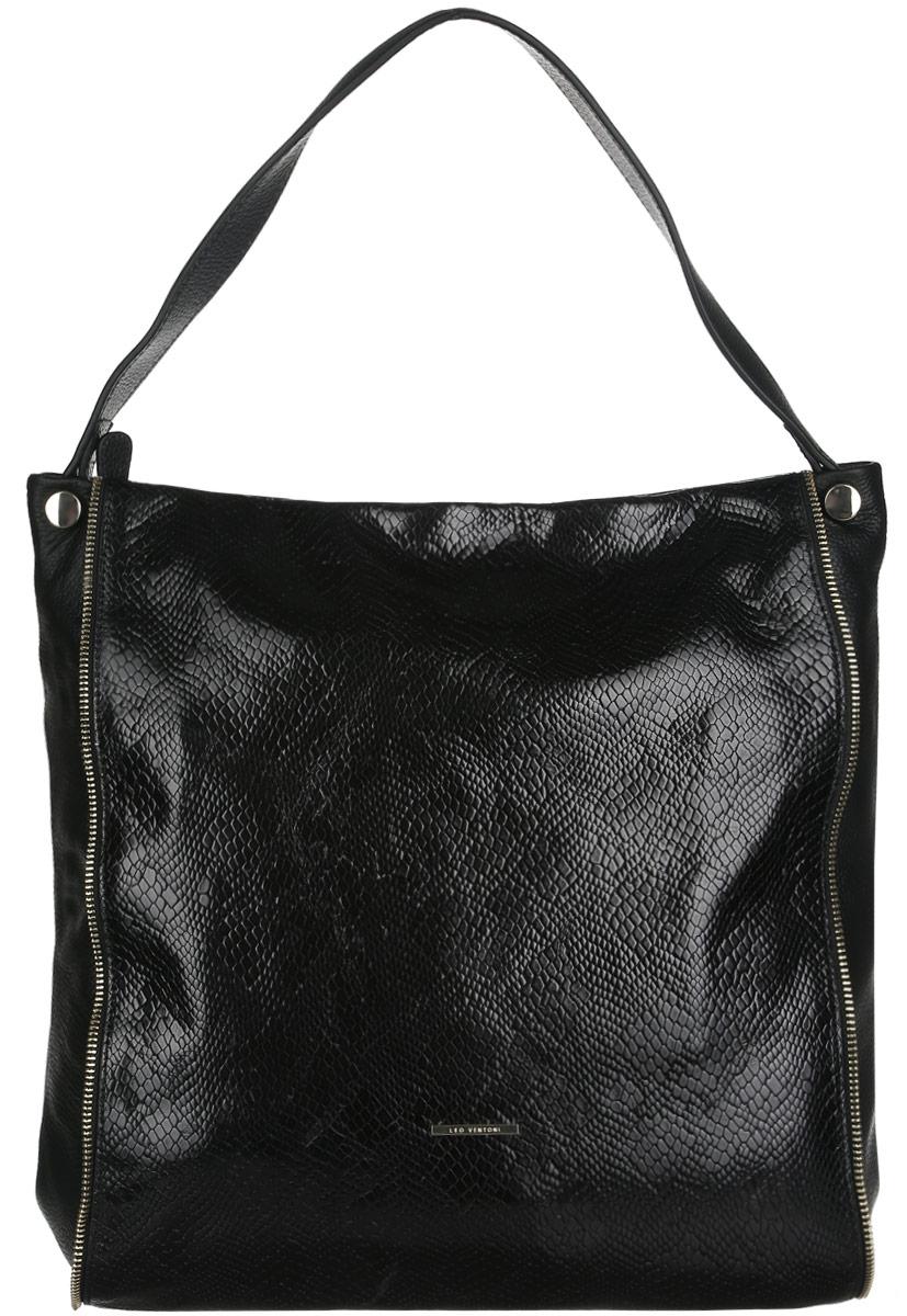 Сумка женская Leo Ventoni, цвет: черный. LV6045A-B86-05-CСтильная женская сумка Leo Ventoni выполнена из натуральной качественной кожи с тиснением под змею. Модель оформлена металлической пластиной логотипа бренда и декоративными молниями. Сумка состоит из одного отделения и закрывается на пластиковую застежку-молнию. Отделение содержит два накладных открытых кармана для мелочей и телефона, два кармана на молниях и открытый боковой карман на кнопке. На задней стенке - врезной карман на застежке-молнии.Сумка оснащена одной удобной ручкой, высота которой позволяет носить сумку на сгибе руки или на плече.Прилагается фирменный текстильный чехол для хранения изделия. Роскошная сумка внесет элегантные нотки в ваш образ и подчеркнет ваше отменное чувство стиля.