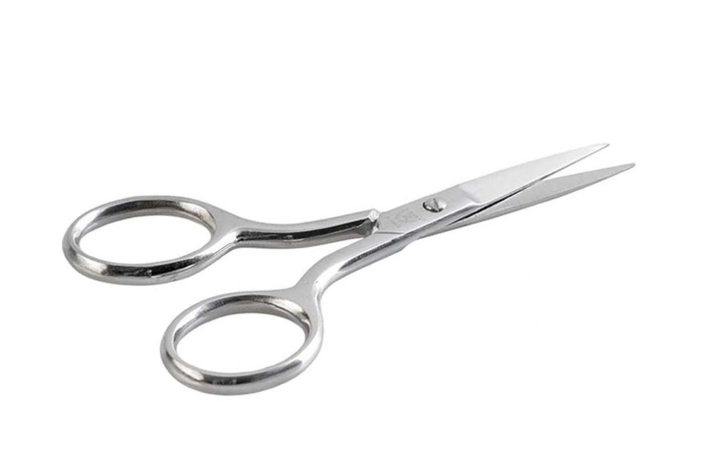 Zinger Ножницы маникюрные (ручная заточка) zN105 S3589Ножницы для маникюра для салонного ухода в домашних условиях.Ножницы профессионально заточены и имеют острый кончик. Лезвия плотно сходятся, работают мягко и свободно, позволяют легко и качественно обработать ногти. Аккуратная эргономичная форма ножниц, высокое качество стали и анатомический дизайн ручек доставляют удовольствие в работе. Цвет - глянцевое серебро.