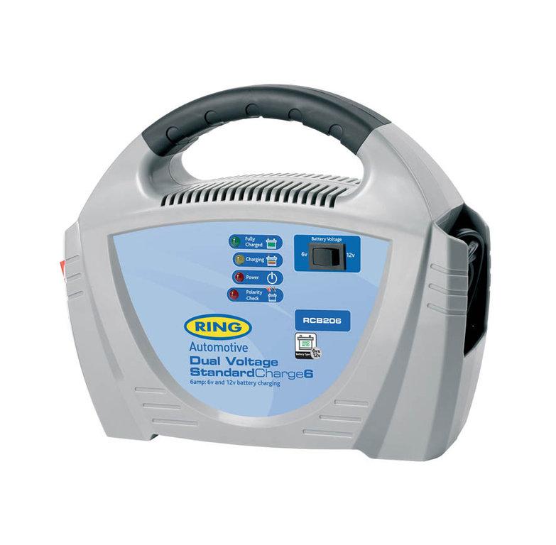 Зарядное устройство Ring Automotive. RECB20693728793Зарядное устройство Ring Automotive предназначено для свинцово-кислотных аккумуляторных батарей 6В и 12В. Ток зарядки: 6А. Переключатель режимов 6В/12В. Зажимы типа крокодил и кабель питания убираются внутрь прибора. Автоматическая работа. Светодиодные индикаторы зарядки и заряженной батареи. Рекомендуется для АКБ емкостью 20-70 Ач. Защита от обратной полярности. Удобная ручка для переноски.
