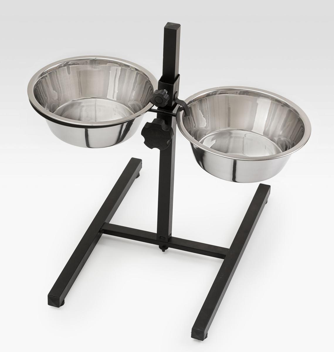 Миска для собак VM Double Diner, двойная, с телескопической подставкой, 2 х 1,75 л0120710Двойная миска VM Double Diner - это функциональный аксессуар для собак. Изделия выполнены из высококачественного металла. Разборная телескопическая подставка позволяет регулировать оптимальный уровень миски по росту питомца, способствуя правильному развитию скелета, осанки и улучшению пищеварения. Миски легко моются. Ваш любимец будет доволен!Количество мисок: 2 шт. Объем одной миски: 1,75 л. Внутренний диаметр миски: 19 см. Высота миски: 6,5 см.Размер подставки: 45 х 40 х 42 см.