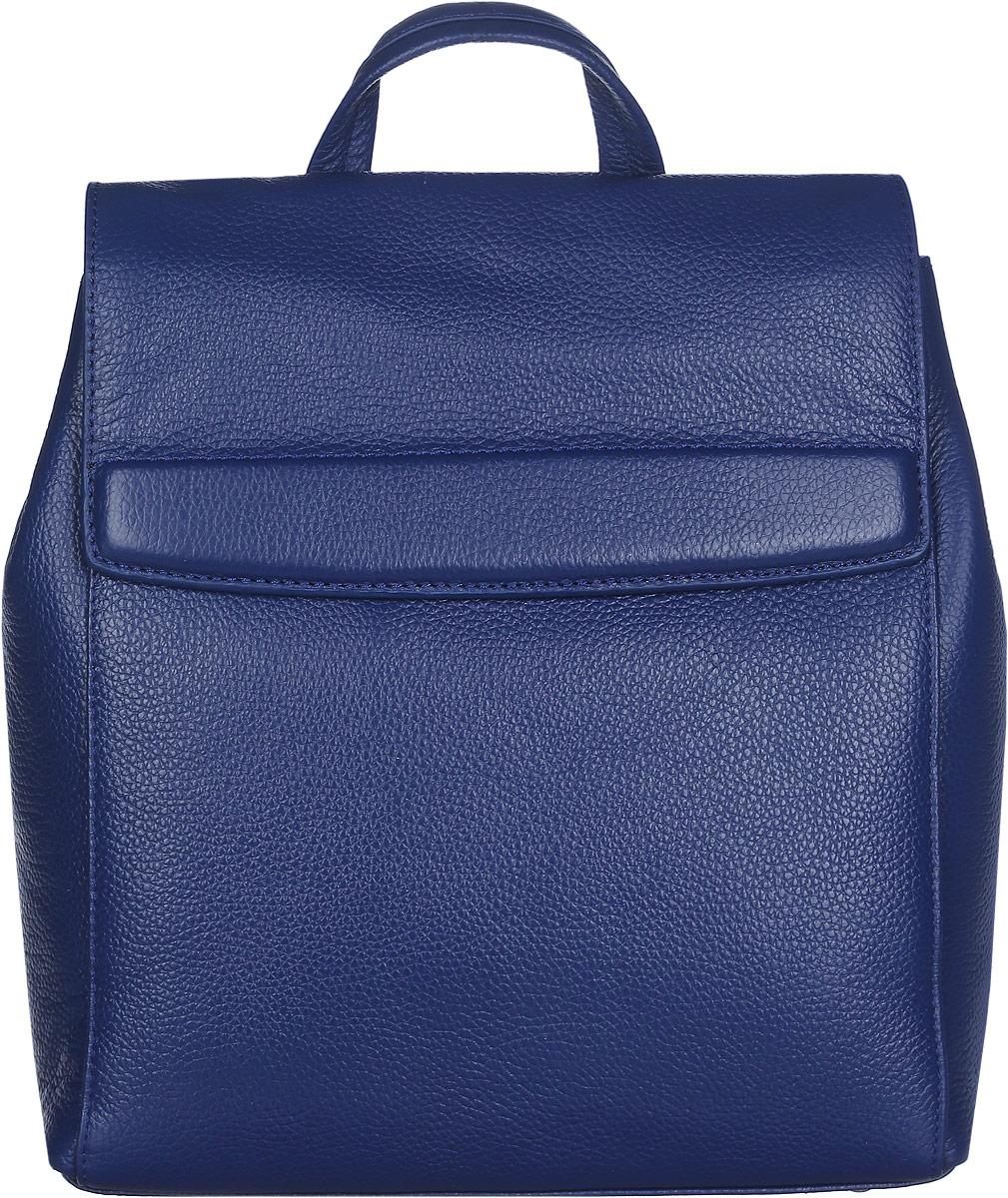 Рюкзак женский Labbra, цвет: синий. L-DL9077101225Стильный женский рюкзак Labbra выполнен из натуральной кожи с зернистой фактурой, оформлен металлической фурнитурой и фирменным брелоком.Изделие содержит одно основное отделение, закрывающееся на замок-вертушку и дополнительно клапаном на скрытые магниты. Внутри расположены два накладных кармашка для мелочей, врезной карман на молнии, открытый карман и накладной карман на молнии. Спинка изделия дополнена небольшим вертикальным врезным карманом на молнии. Боковые стороны фиксируются кнопками. Рюкзак оснащен удобными плечевыми лямками регулируемой длины, а также ручкой для переноски в руке.Прилагается фирменная текстильная сумка для хранения изделия.Практичный аксессуар позволит вам завершить свой образ и быть неотразимой.