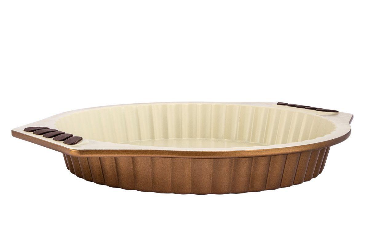 Форма для запекания Pomi d'Oro Milano, с керамическим покрытием, диамтер 28 см77.858@20093 / Q2824 MilanoФорма для запекания Pomi dOro Milano изготовлена из высококачественной керамики с глазурованной поверхностью.Kerano - уникальное керамическое нанопокрытие, при нанесении которого не используется перфоктановая кислота (PTFE). Такое покрытие позволяет готовить практически без использования масла, отличается хорошей стойкостью к внешним воздействиям и не деформируется при нагревании. Утолщенное дно обеспечивает равномерное распределение и длительное сохранение тепла. Форма снабжена удобными силиконовыми вставками. Пища в такой форме не пригорает и не прилипает к стенкам. Форма станет полезным приобретением для вашей кухни и сделает приготовление любимых блюд намного проще. Диаметр формы: 28 см. Размер (с учетом ручек): 34 х 30,5 см.Высота стенок: 4 см.