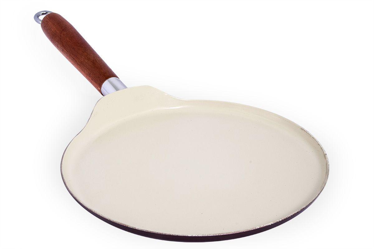Сковорода для блинов Pomi d'Oro Milano, с керамическим покрытием. Диаметр 24 смCL-1107_оранжевый, черныйСковорода для блинов Pomi d'Oro Milano с низкими бортами изготовлена из углеродистой стали. Kerano - уникальное керамическое нанопокрытие, при нанесении которого не используется перфтороктановая кислота (PTFE). Кроме того, Kerano имеет специальное финишное нанопокрытие, которое позволяет готовить практически без использования масла. Отсутствие PTFE, а также супергладкая поверхность делает посуду Pomi dOro эталоном экологичного и безопасного питания. Прочное дно и корпус не подвержены деформации и обеспечивают равномерный нагрев.Эргономичная ручка из тонированного дерева обеспечивает непревзойденный комфорт и удобство во время готовки.Материал сковороды не содержит вредных веществ. Сковорода обладает такими качественными характеристиками, как высокая теплоотдача, долговечность и надежность. Подходит для всех газовых и электрических плит.Диаметр сковороды (по верхнему краю): 24 см.Толщина стенки сковороды: 2 мм.