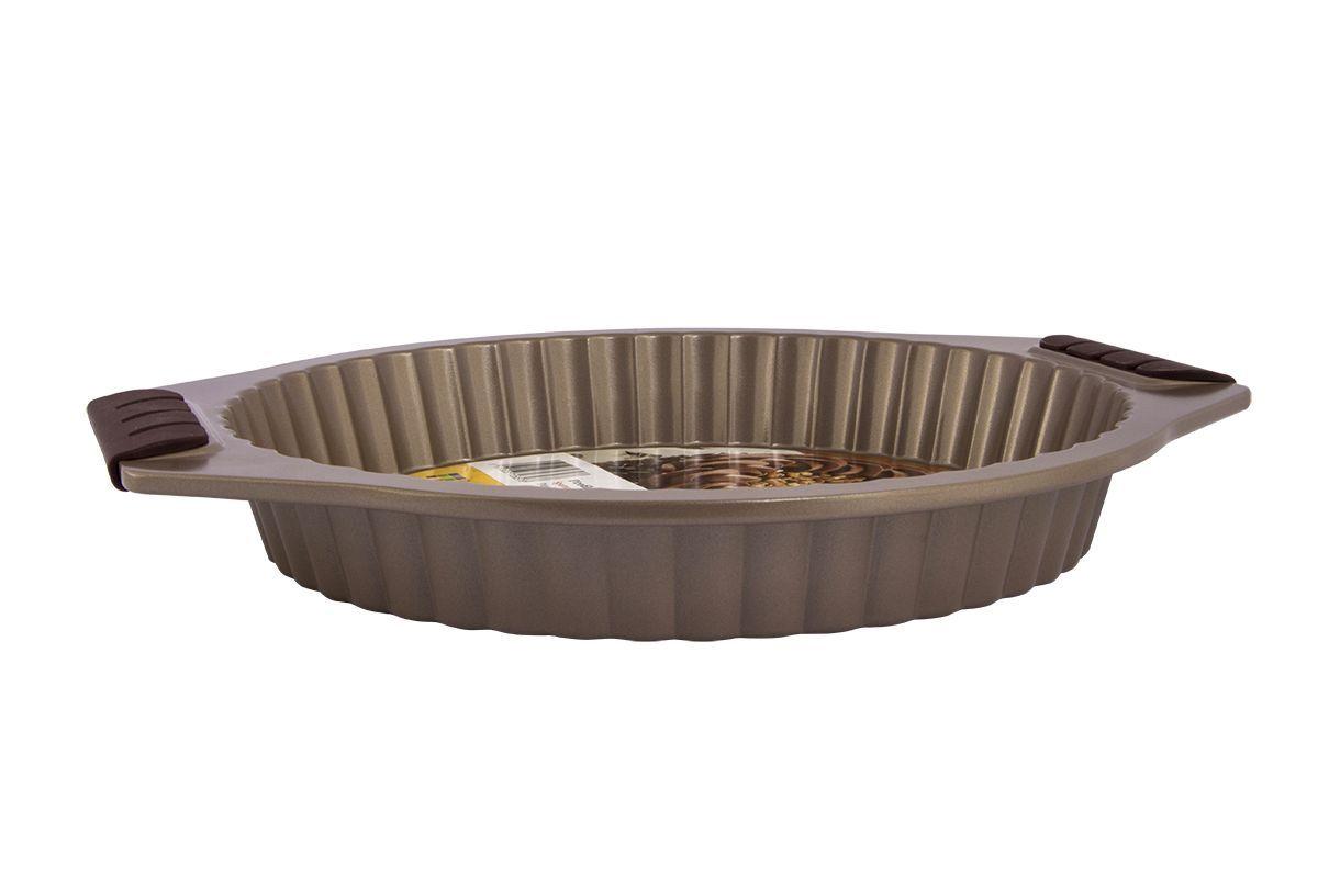 Форма для запекания Pomi d'Oro Spumante, с антипригарным покрытием, диаметр 27,5 см77.858@23654 / Q2803 SpumanteФорма для запекания Pomi dOro Spumante изготовлена из углеродистой стали с антипригарным покрытием. Такое покрытие позволяет готовить практически без использования масла, отличается хорошей стойкостью к внешним воздействиям и не деформируется при нагревании. Форма прекрасно подходит для приготовления любой выпечки, запеканок и прочих лакомств. Пища в такой форме не пригорает и не прилипает к стенкам. Форма станет полезным приобретением для вашей кухни и сделает приготовление любимых блюд намного проще. Размер формы: 27,5 х 27,5 х 4 см.