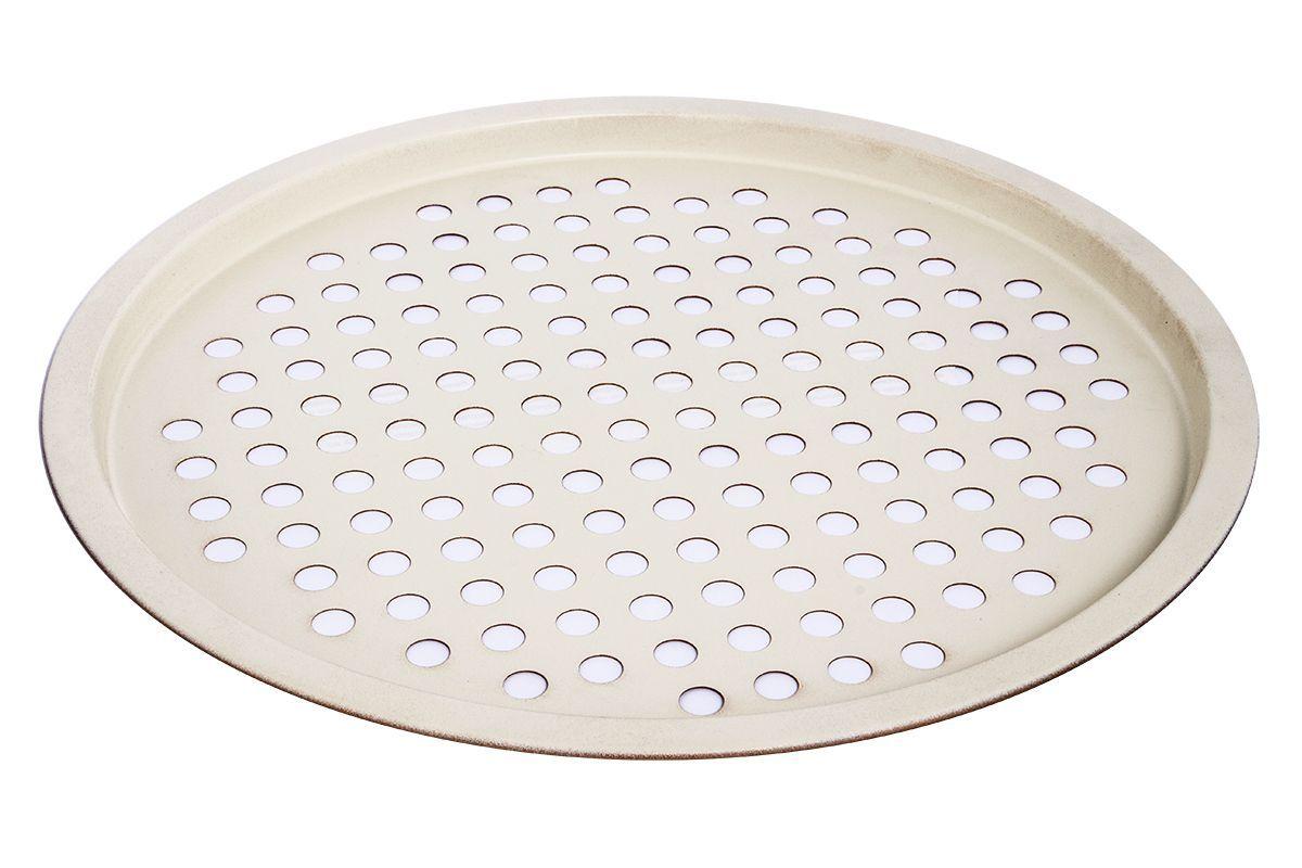 Форма для запекания Pomi d'Oro Milano, с керамическим покрытием, диаметр 28 смCL-4563Форма для запекания Pomi dOro Milano изготовлена из углеродистой стали с керамическим покрытием.Kerano - уникальное керамическое нанопокрытие, при нанесении которого не используется перфоктановая кислота (PTFE). Такое покрытие позволяет готовить практически без использования масла, отличается хорошей стойкостью к внешним воздействиям и не деформируется при нагревании. Основание формы оснащено отверстиями. Форма снабжена удобными силиконовыми вставками. Пища в такой форме не пригорает и не прилипает к стенкам. Форма станет полезным приобретением для вашей кухни и сделает приготовление любимых блюд намного проще. Диаметр формы: 28 см.