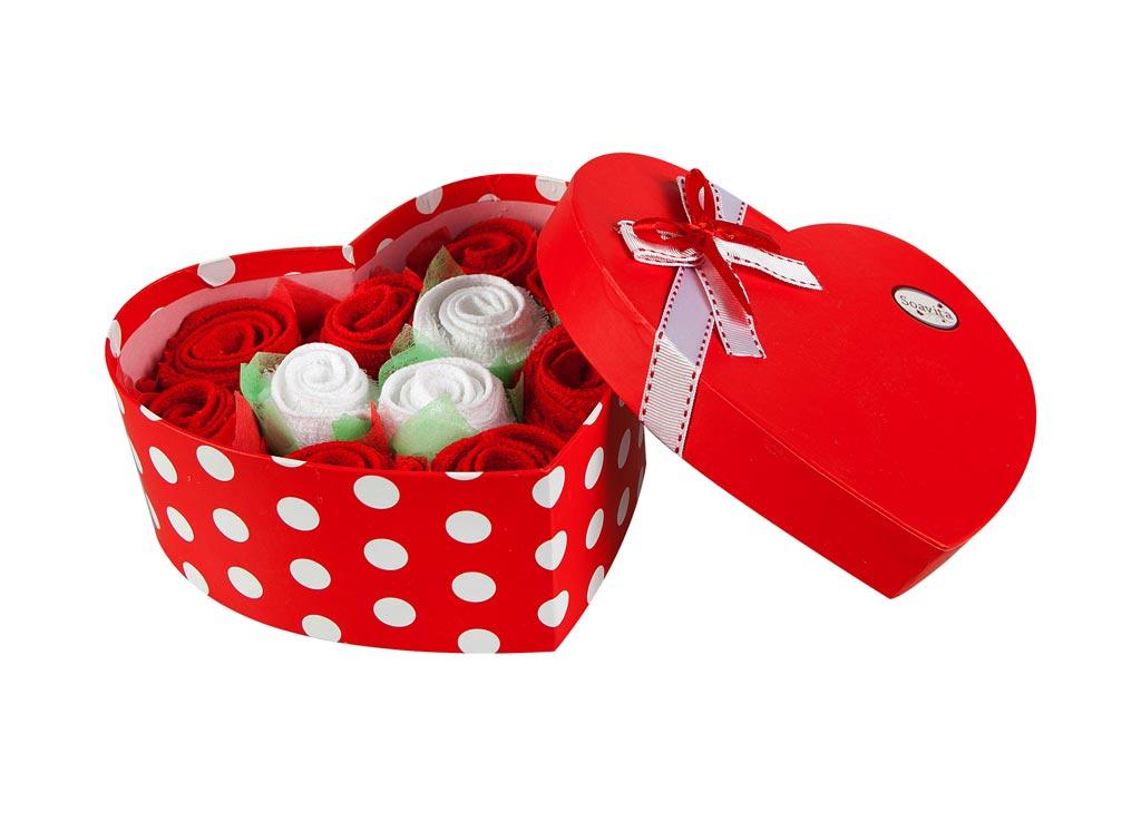 Набор салфеток Soavita Сердце, цвет: красный, белый, 20 х 20 см, 11 штVT-1520(SR)Набор Soavita Сердце, выполненный из высококачественного 100% хлопка, состоит из 11 квадратных салфеток. Изделия гипоаллергены, отлично впитывают влагу, быстро сохнут, сохраняют яркость цвета и не теряют форму даже после многократных стирок.В сухом виде подходят для деликатных поверхностей: стекол, зеркал, оптики, мониторов, мебели, бытовой техники и многого другого. Во влажном виде незаменимы на кухне, в ванной, в уходе за автомобилем. Такие салфетки очень практичны и неприхотливы в уходе. Набор упакован в яркую подарочную коробку в виде сердца, декорированную бантом. Набор Soavita станет отличным помощником и украсит интерьер вашей кухни.Перед использованием постирать при температуре не выше +40°С.