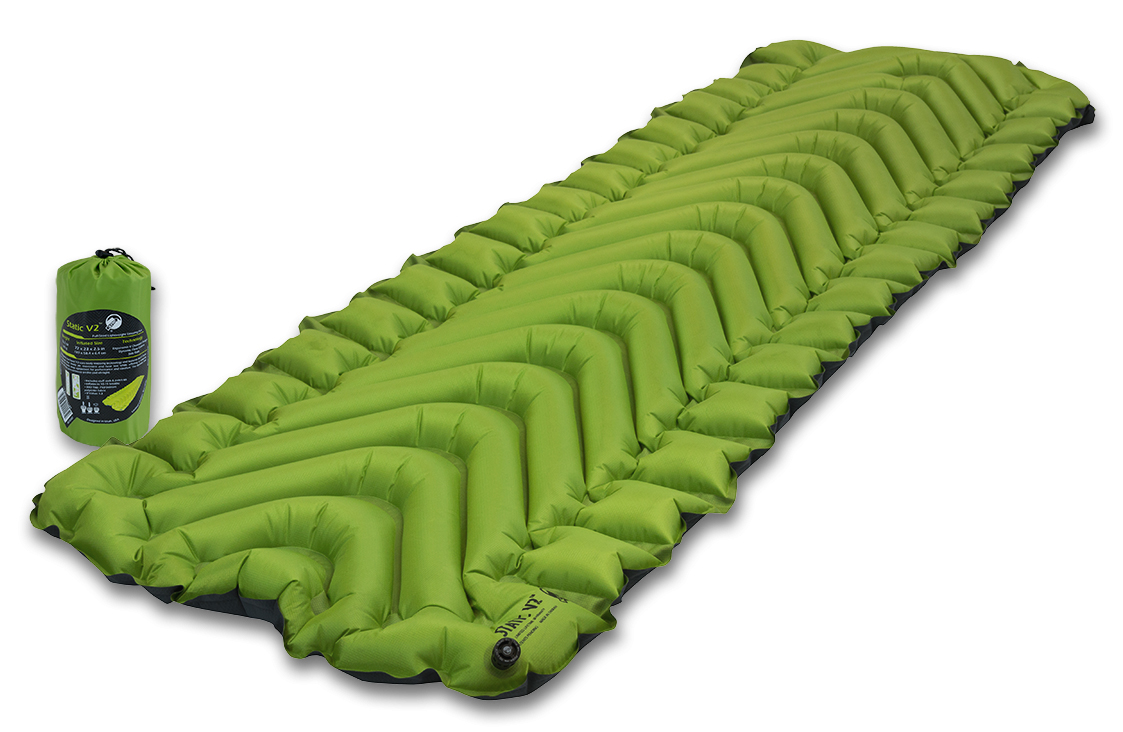 Коврик надувной Klymit Static V2 pad, цвет: зеленый06S2Gr02CЛидер среди легких туристических ковриков на рынке, для снижения веса которого использован полиэстер 30D (54 г/м2 - материал из Rip Stop полиэстера). Инновационный дизайн, непревзойденный комфорт, минимальный размер и вес, простота использования. Идеален для любого путешествия (для использования на земле, в палатке). Технология Body Mapping (V-анатомическая поддержка за счет учета ключевых точек давления тела на коврик). Динамические боковые направляющие.Материал низа: полиэстер 75D.Материал верха: полиэстер 30D. Надувается за 10-15 выдохов. Коэффициент теплоизоляции: 1,3 (до +2°С); 3 сезона. Размер:183 x 59 x 6,5 см.Размер в сложенном виде: 7,62 x 20,3 см. Вес: 463 г. В комплекте: коврик, набор для ремонта (патч и клей), чехол.