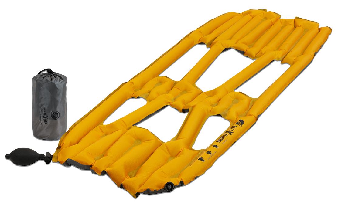 Коврик надувной Klymit Inertia X-Lite pad, цвет: оранжевый06ILOr01AСамый легкий и компактный туристический коврик! 3/4 длины стандартного коврика. Технология Loft Pocket (сохранение тепла и улучшенная воздухопроницаемость за счет пустот и сварных швов) Технология Body Mapping (комфорт за счет учета ключевых точек давления тела на коврик) Трех сезонный. Материал низа: полиэстер 75D. Материал верха: полиэстер 30 D. Надувается за 2- 4 выдоха. Размер: 107 x 46 x 4 см. Размер в сложенном виде: 6,4 x 14 см. Вес: 173 г. В комплекте: коврик с 2 клапанами (1 для насоса; другой - для спуска во время лежания), насос, набор для ремонта (патч и клей), чехол.