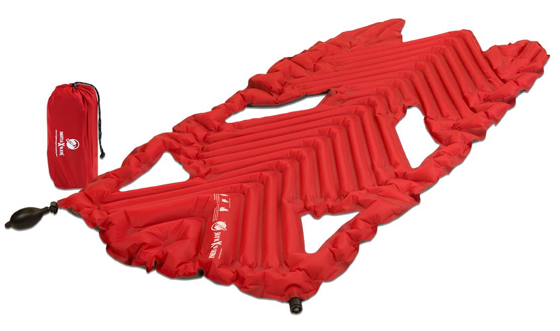 Коврик надувной Klymit Inertia X Wave pad, цвет: красный06XWRd01AНаиболее легкий, компактный трекинговый коврик. 3/4 длины стандартного коврика. Технология Loft Pocket (сохранение тепла и улучшенная воздухопроницаемость за счет пустот и сварных швов) Технология Body Mapping (комфорт за счет учета ключевых точек давления тела на коврик) Трехсезонный. Материал низа: полиэстер 75D. Материал верха: полиэстер 30 D.Надувается за 2-4 выдоха. Размер в сложенном виде: 7,62 x 17,78 см. В комплекте: коврик с 2 клапанами, насос, набор для ремонта (патч и клей), чехол.